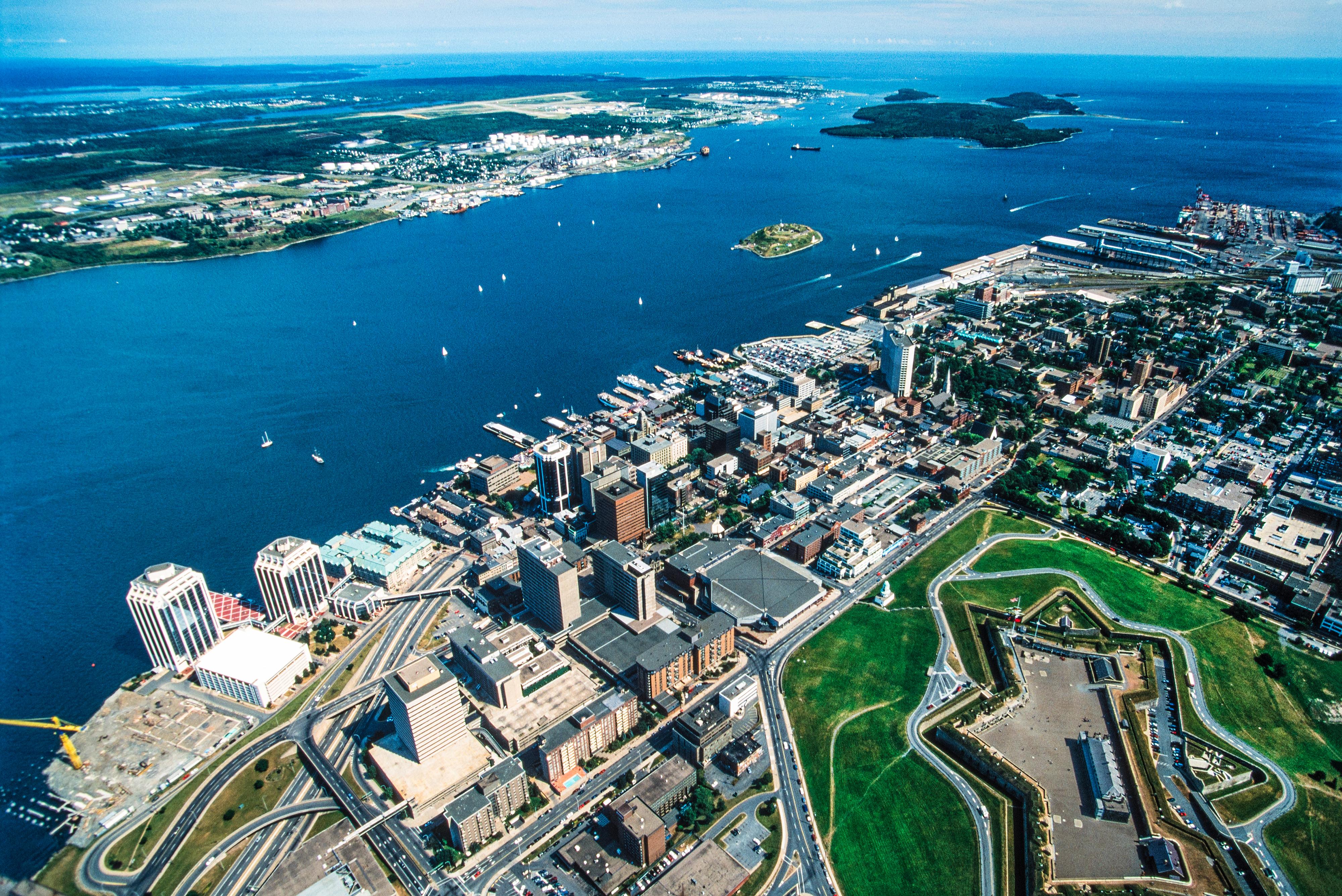 Канадский город Галифакс, куда можно переехать по бизнесу