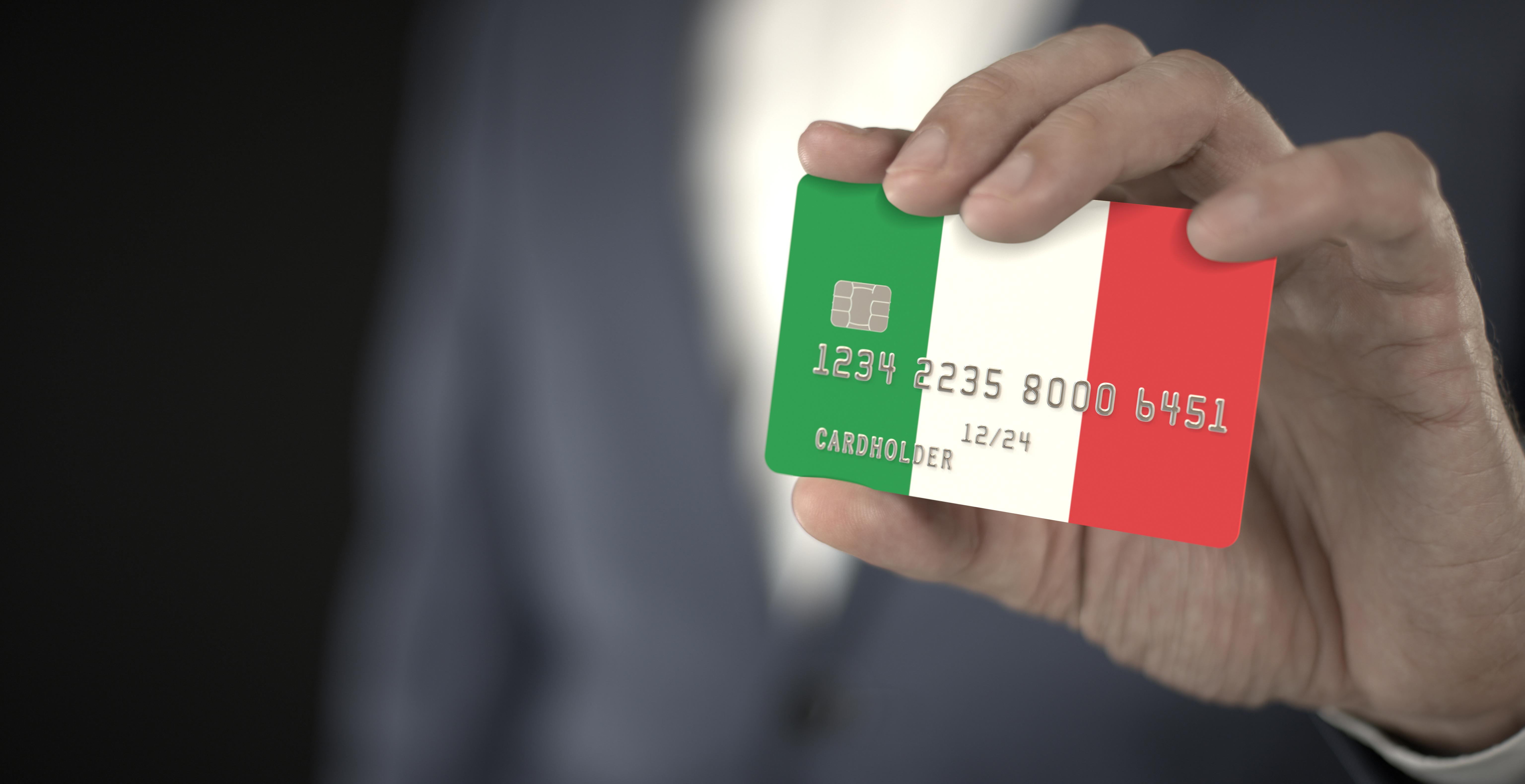 Бизнесмен с флагом Италии, где иностранцы могут открыть бизнес
