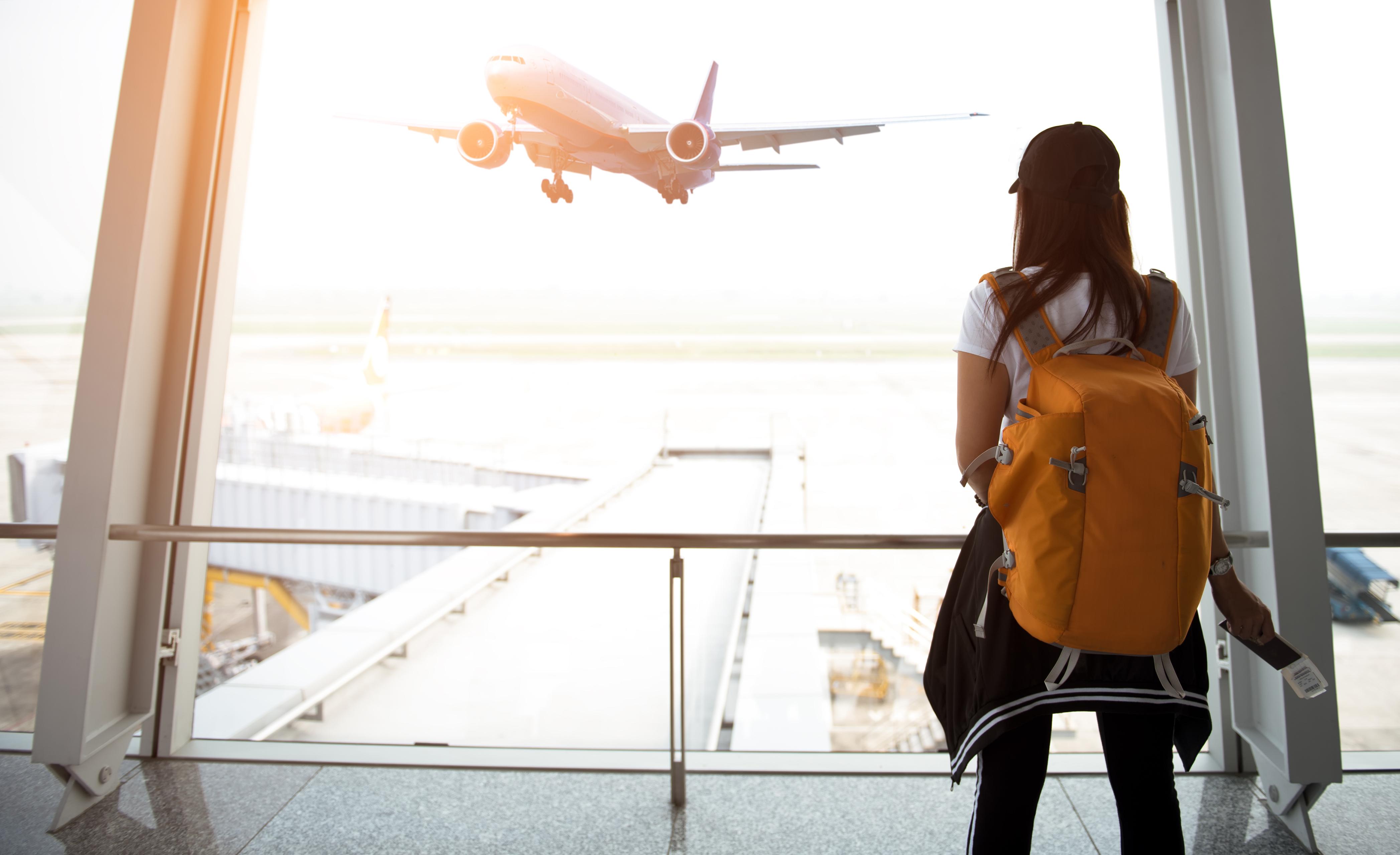 Девушка, которая может оформить транзитную визу в аэропорту Мексики