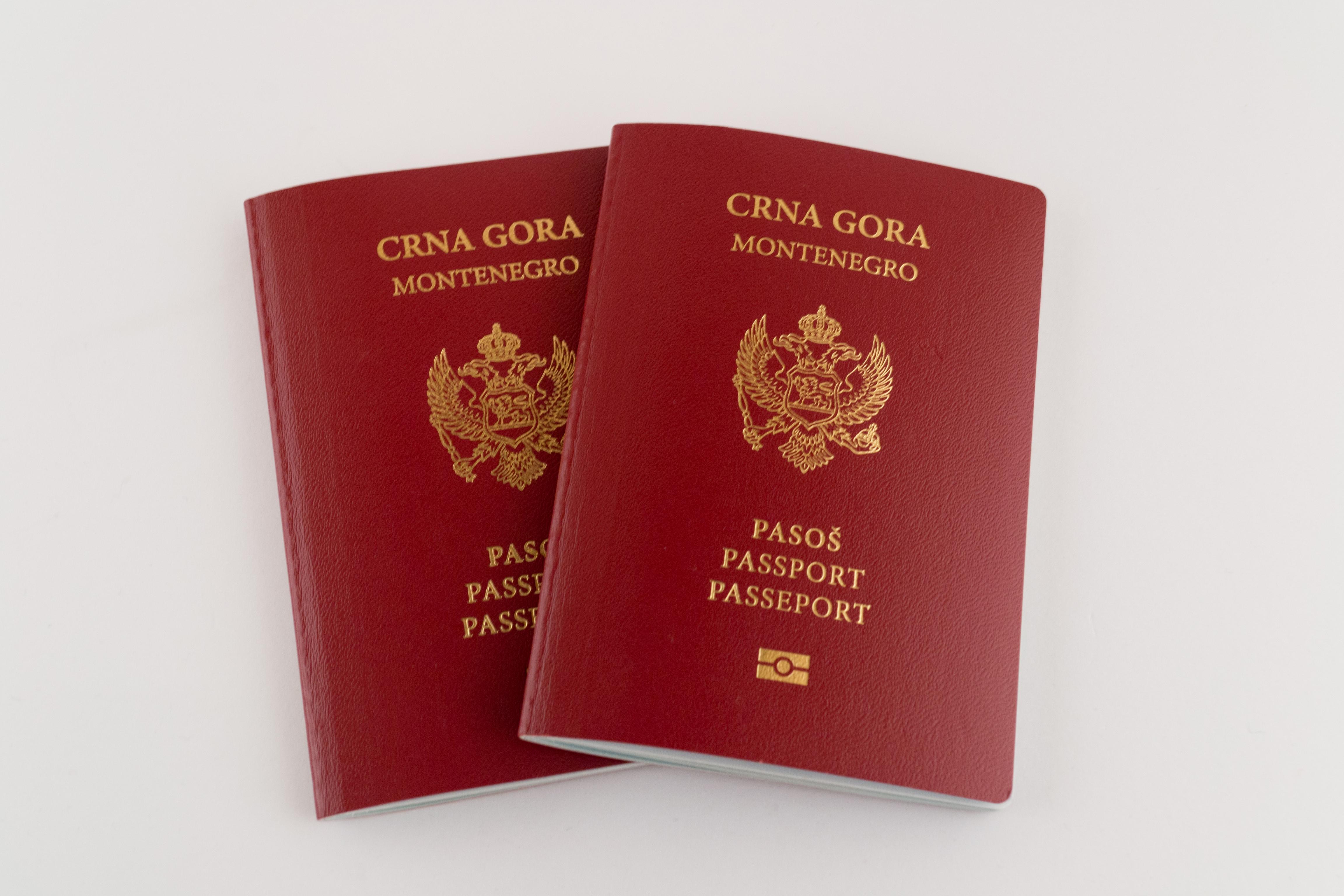 Паспорта Черногории, которые могут получить иностранцы