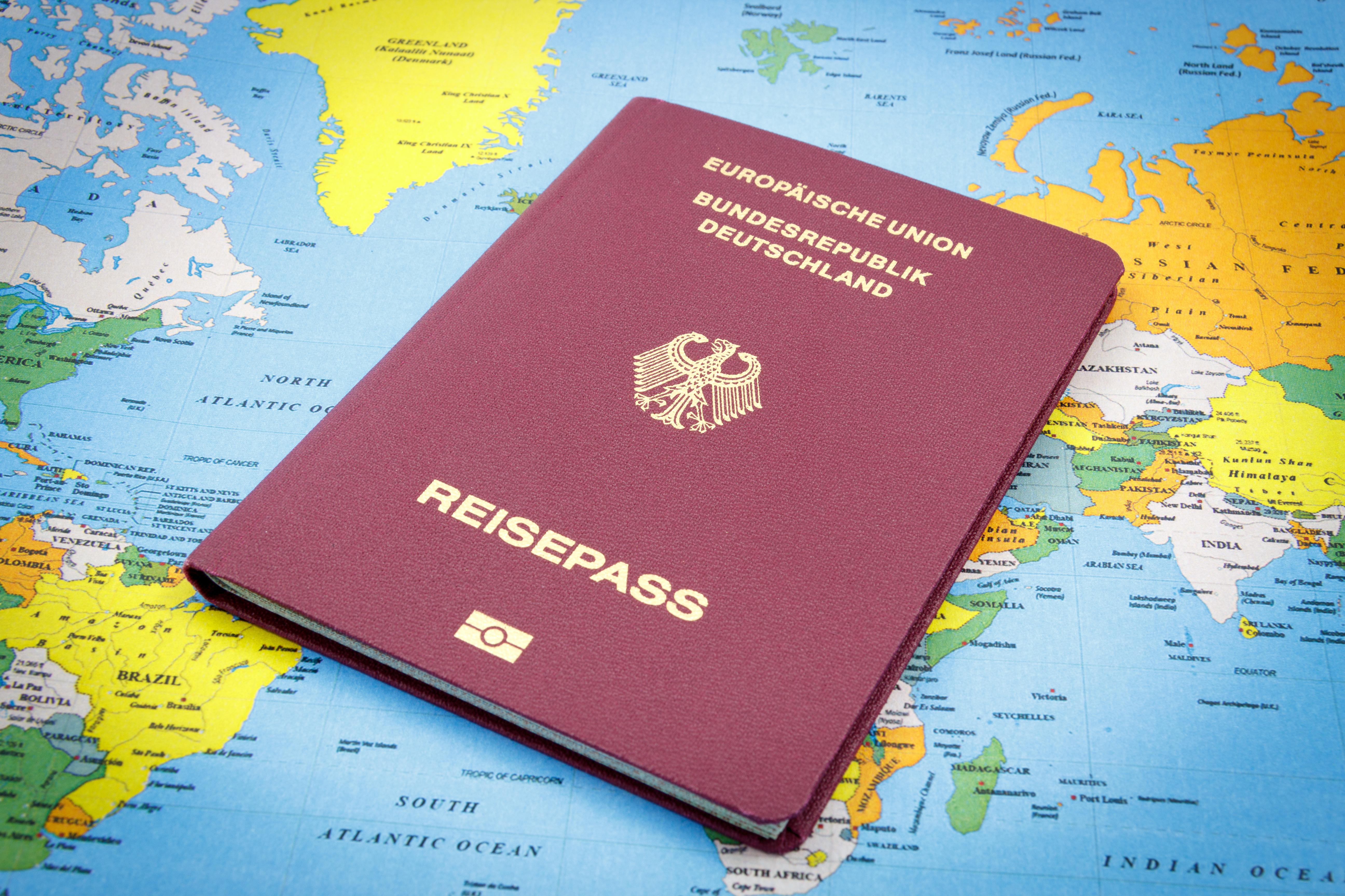 Паспорт Германии, гражданство которой могут получить россияне