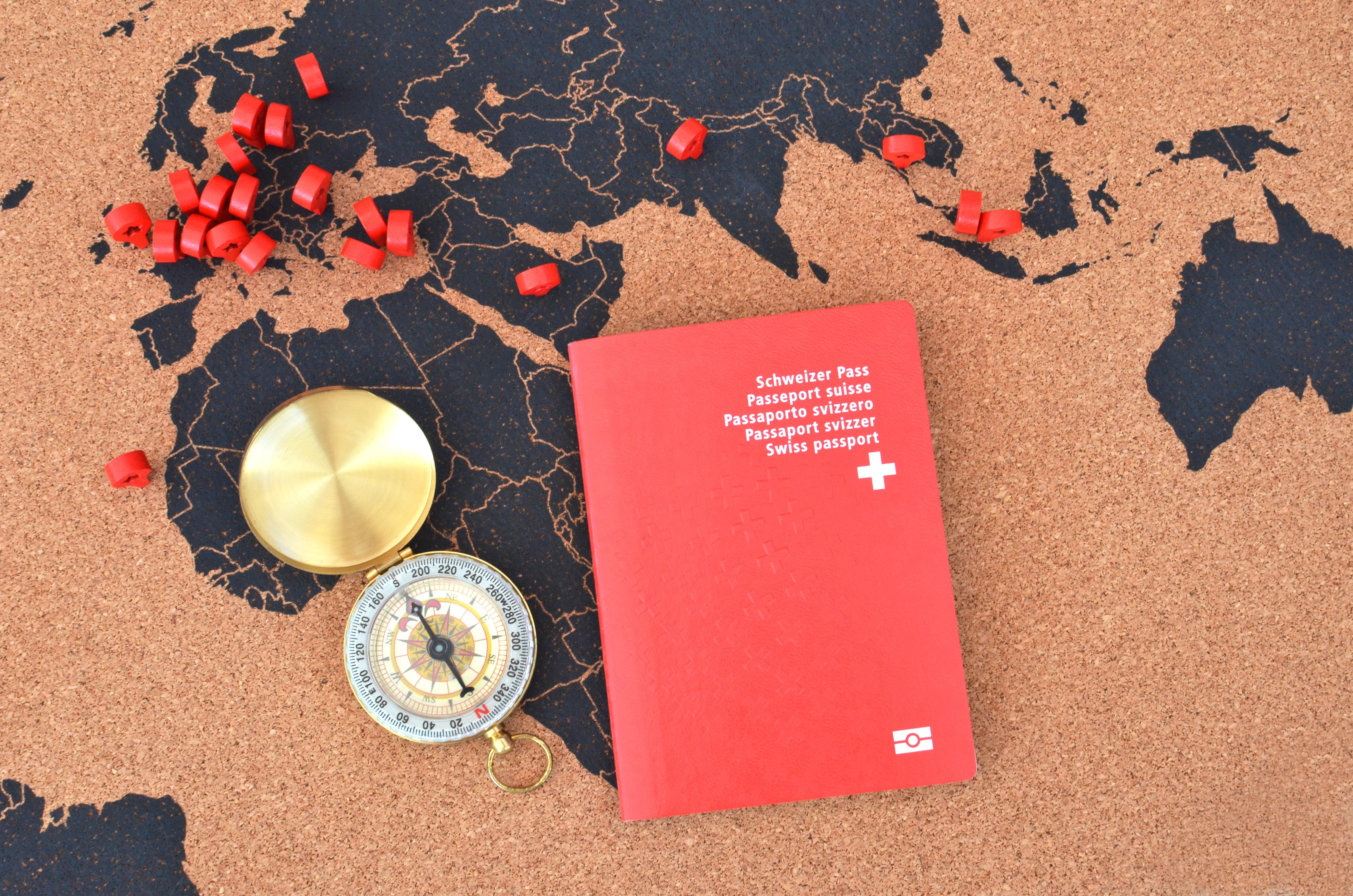 Паспорт Швейцарии, который могут получить иностранцы