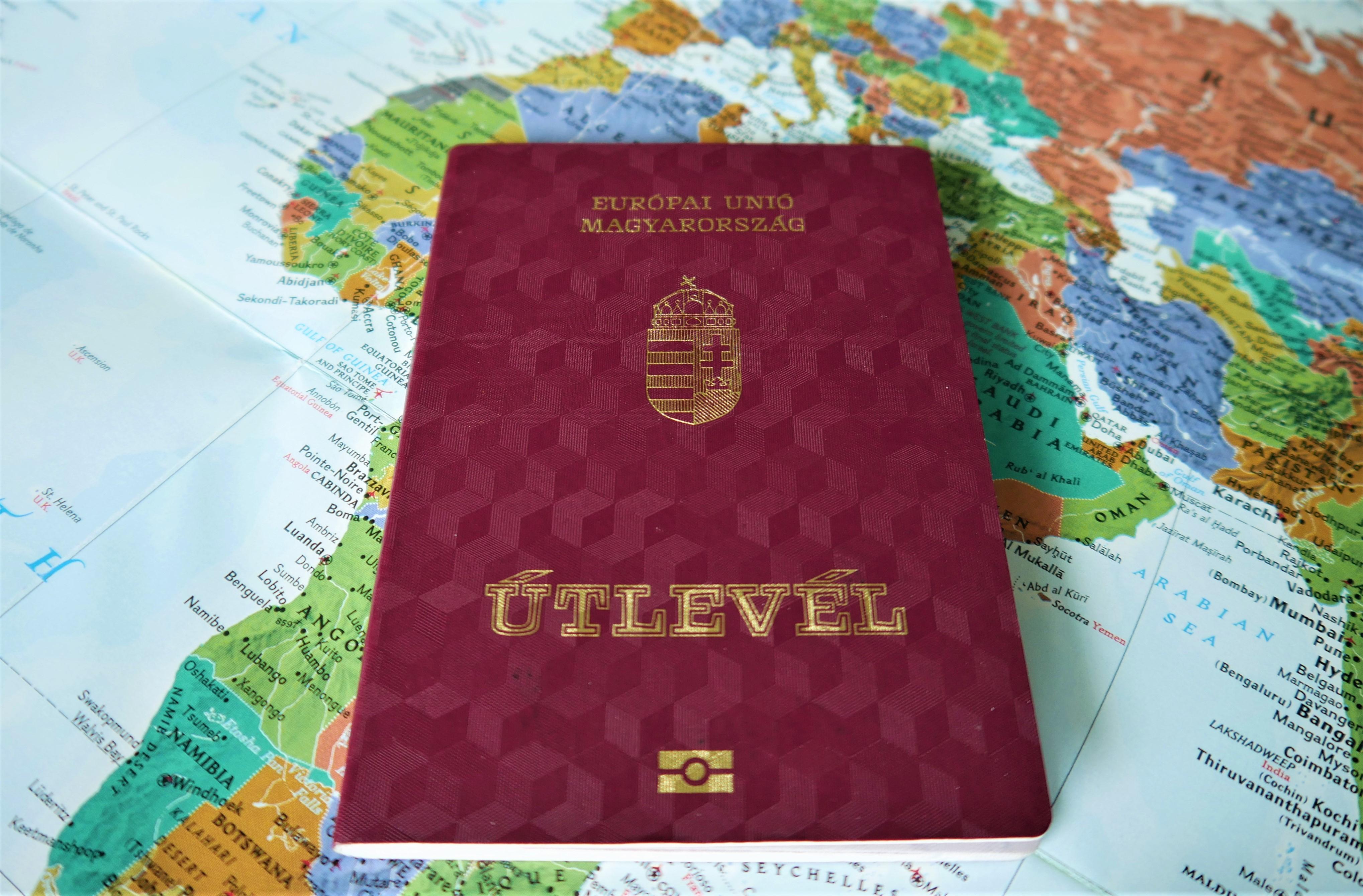 Паспорт Венгрии, гражданство которой могут получить россияне, украинцы и белорусы
