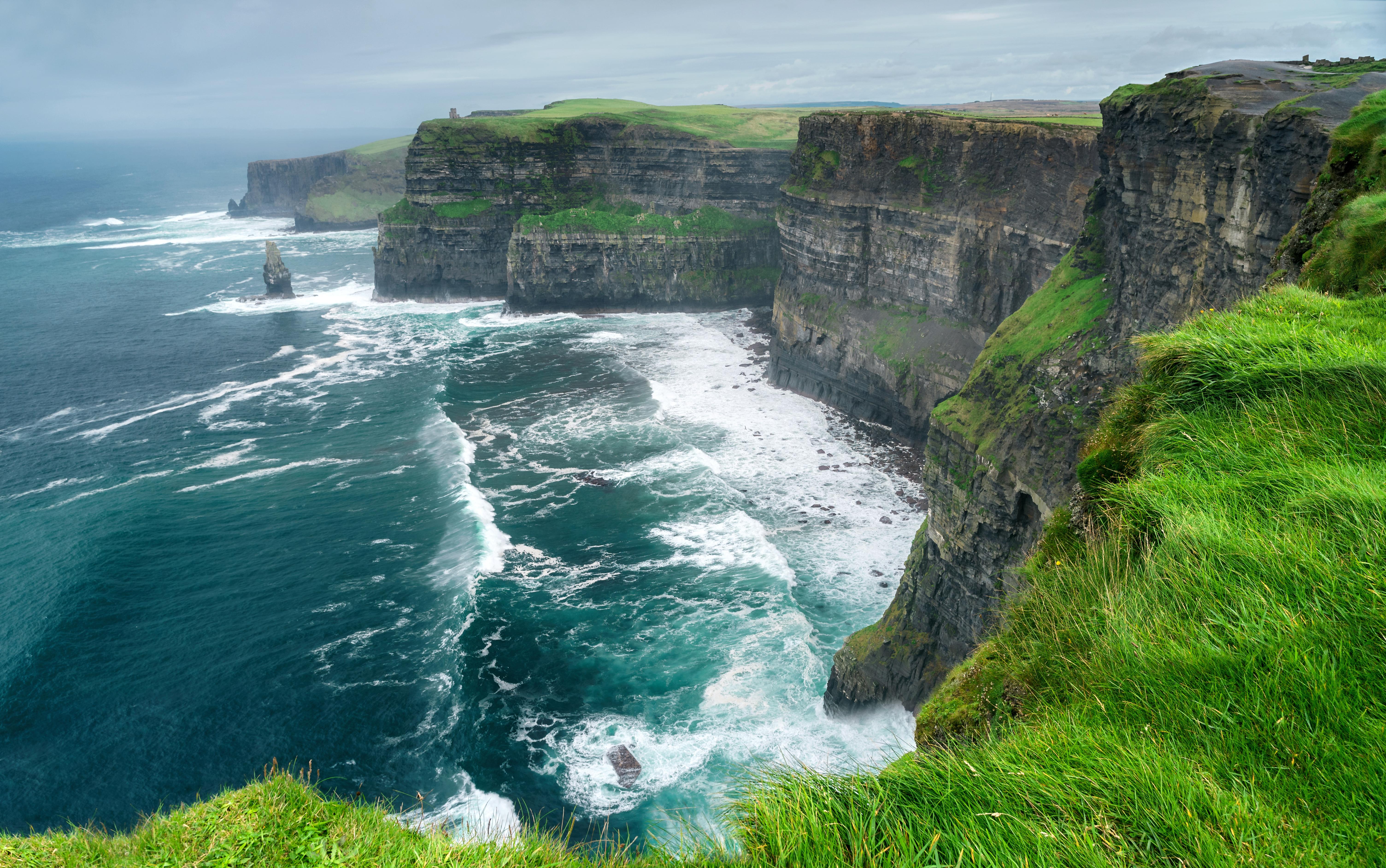 Скалы Мохер в Ирландии, куда можно переехать из стран СНГ