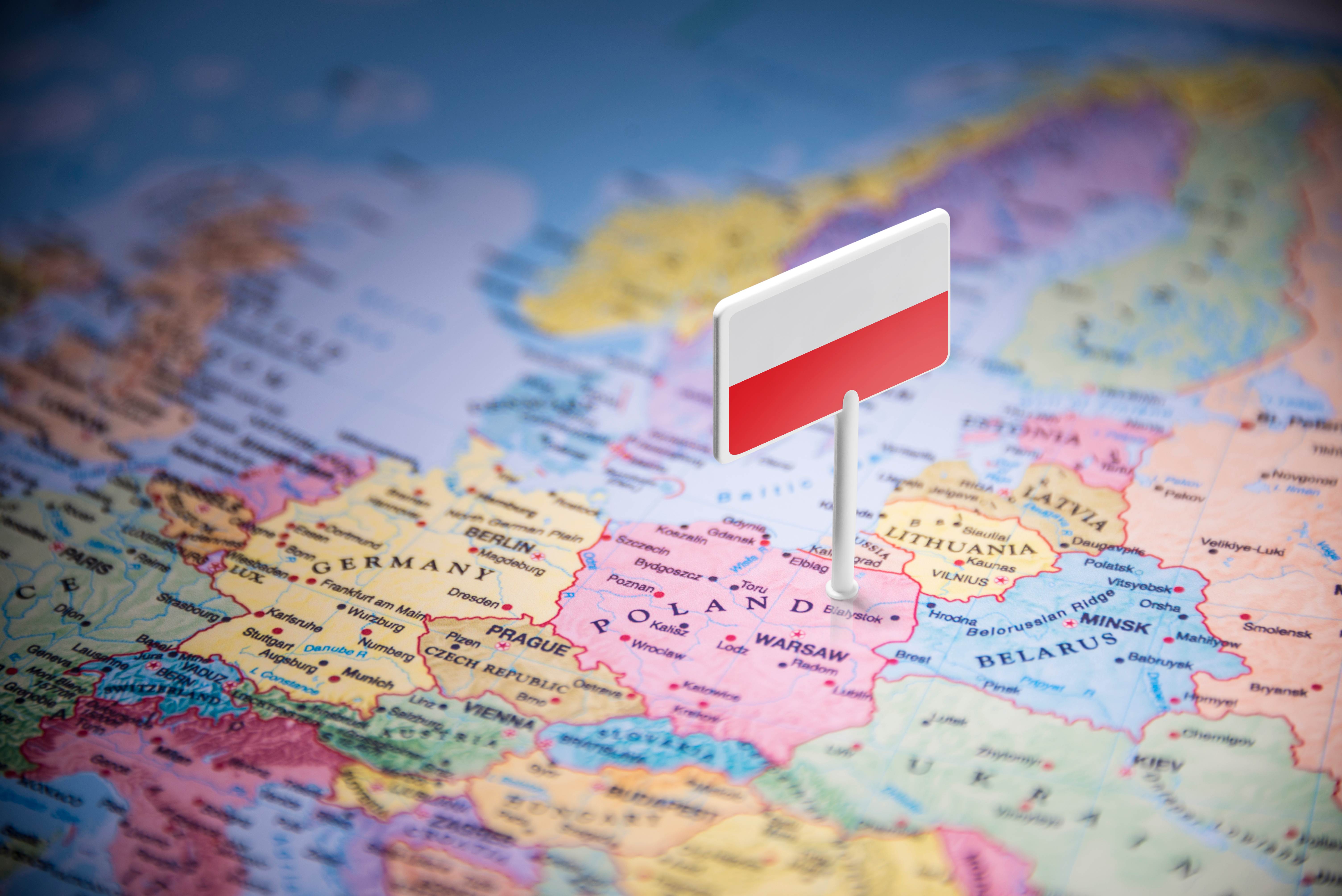 Карта и флаг Польши, ПМЖ которой могут получить иностранцы