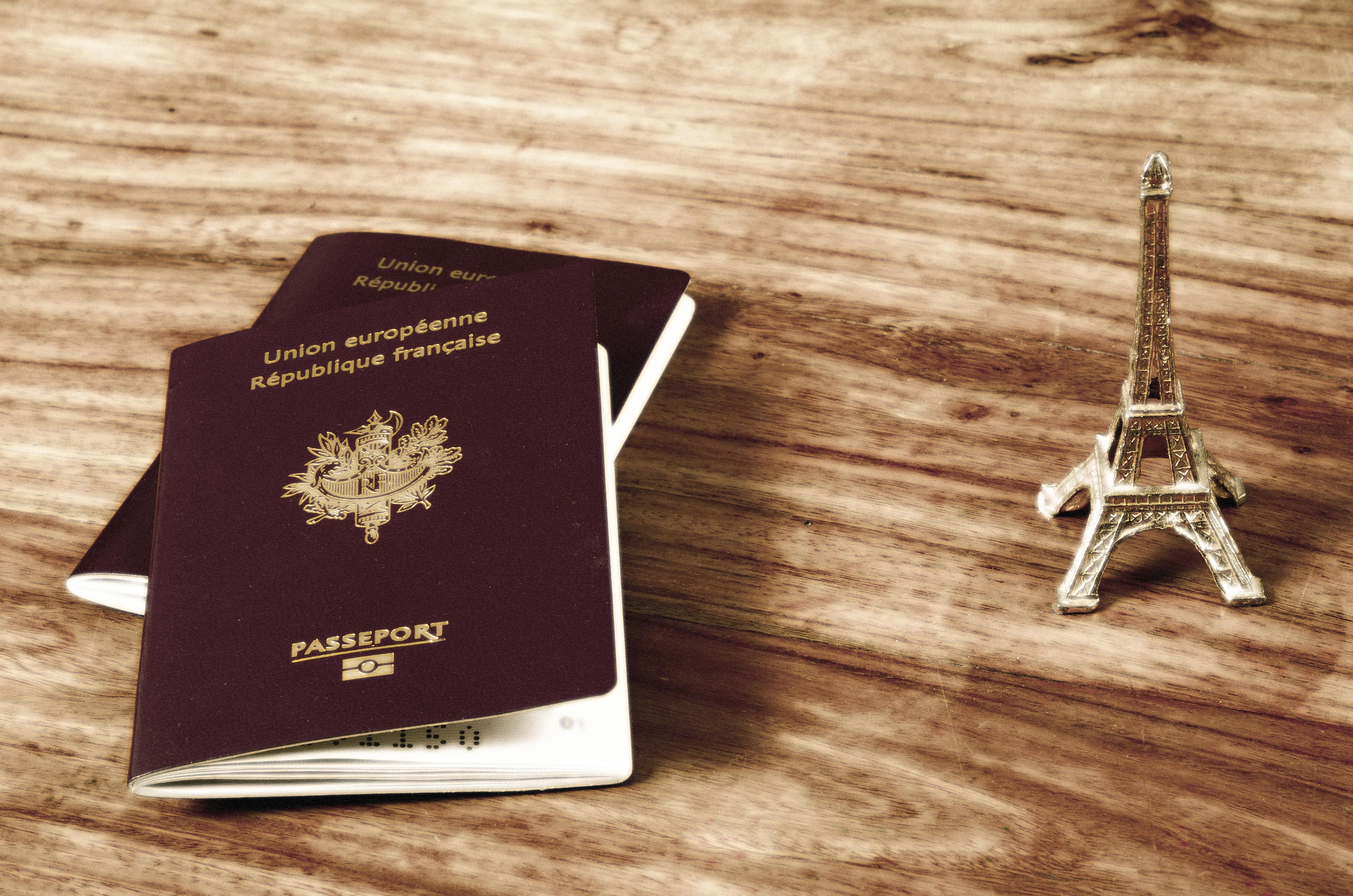 Паспорт Франции, гражданство которой могут получить россияне, украинцы и белорусы