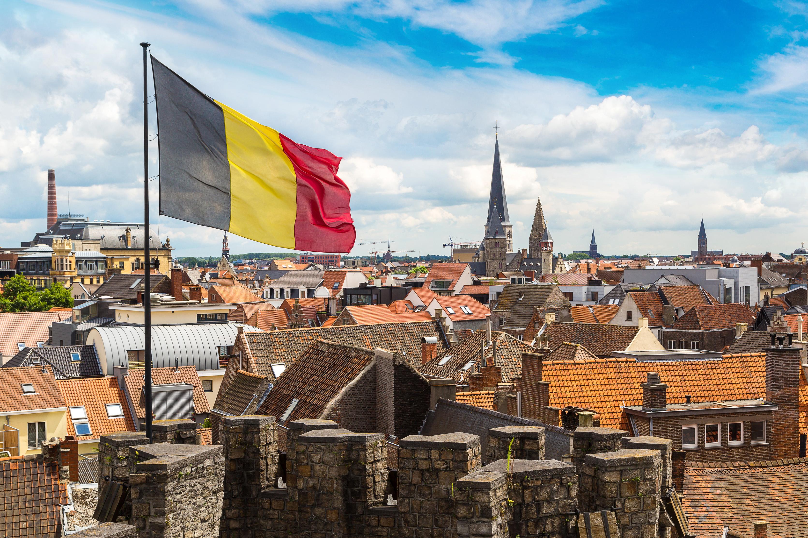 Город Гент и флаг Бельгии, ПМЖ которой могут получить иностранцы