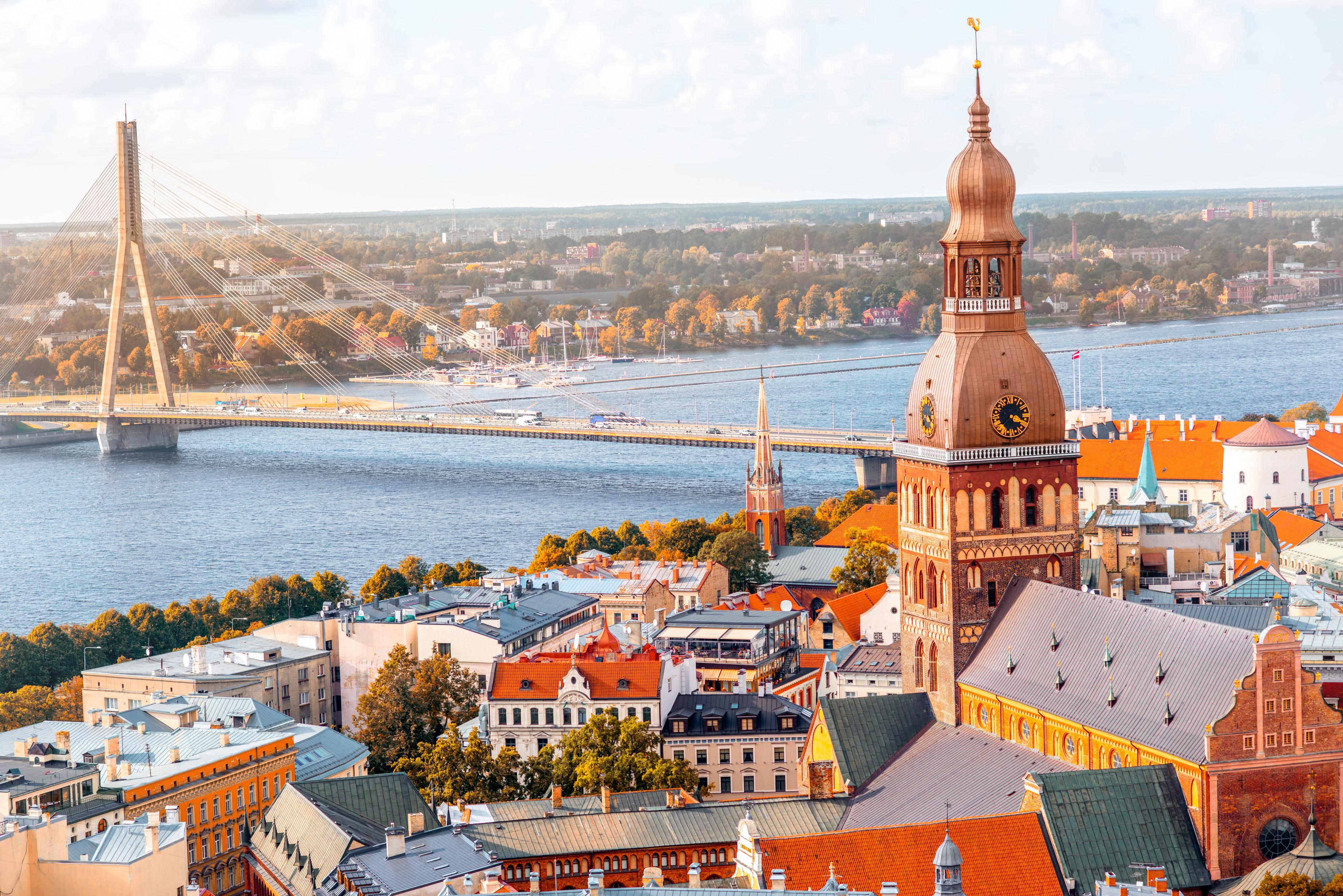 Рига, столица Латвии, ПМЖ которой могут получить иностранцы