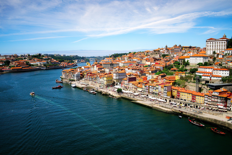 Город Порту в Португалии, ПМЖ которой могут получить россияне, украинцы и белорусы