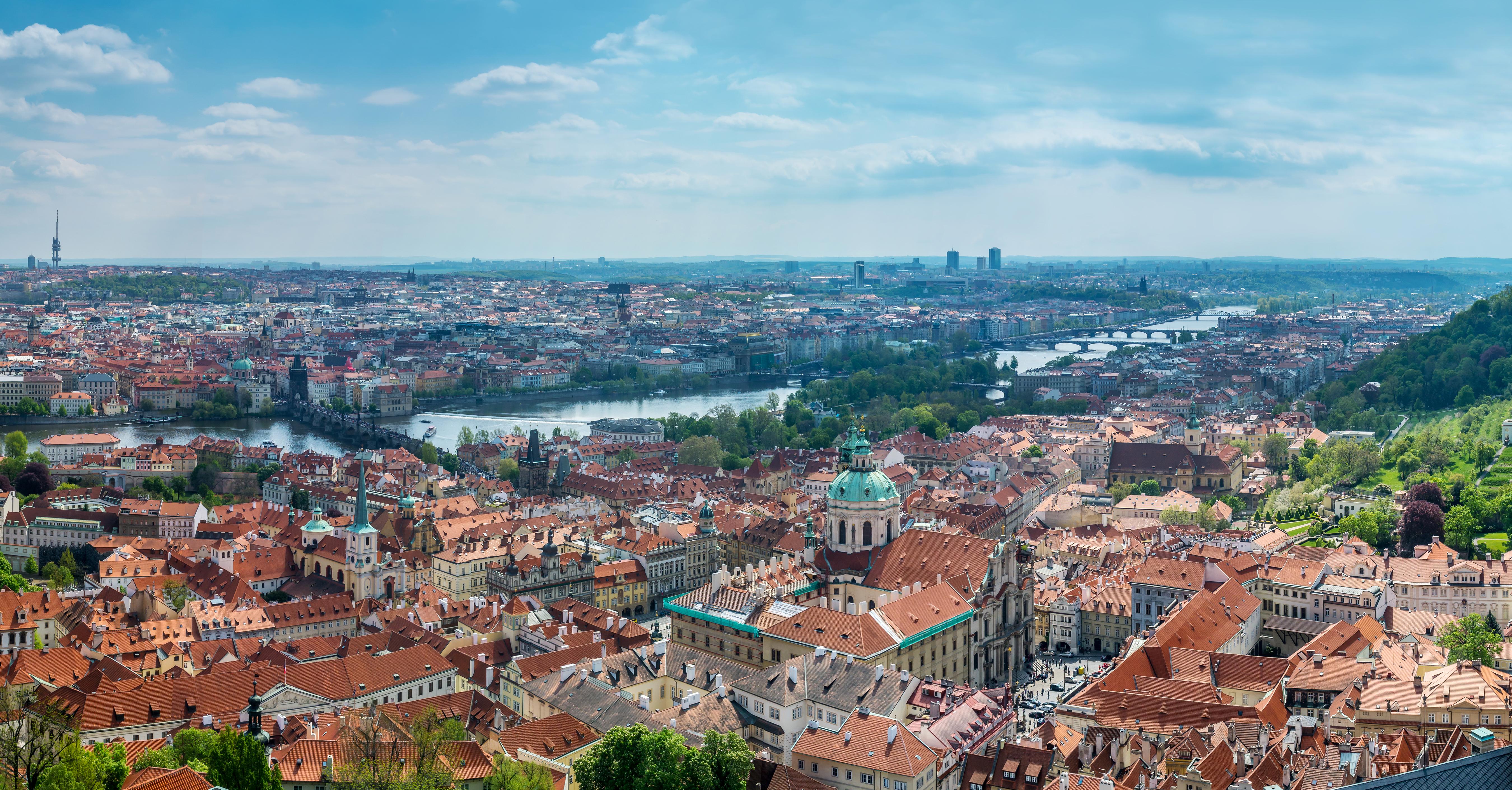 Панорама Праги - столицы Чехии, ВНЖ которой могут получить иностранцы