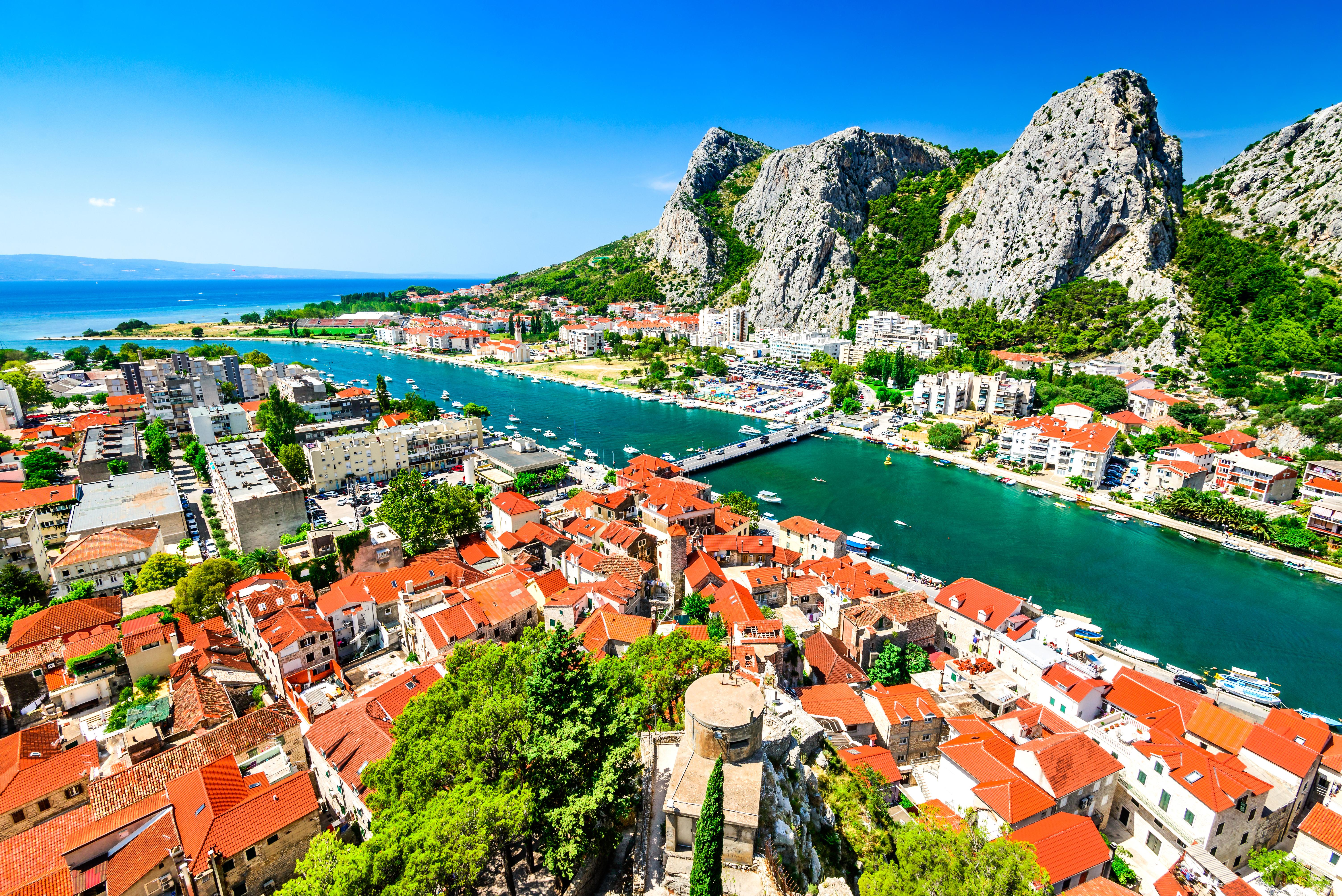 Панорама побережья Далмации в Хорватии, ВНЖ которой могут получить иностранцы