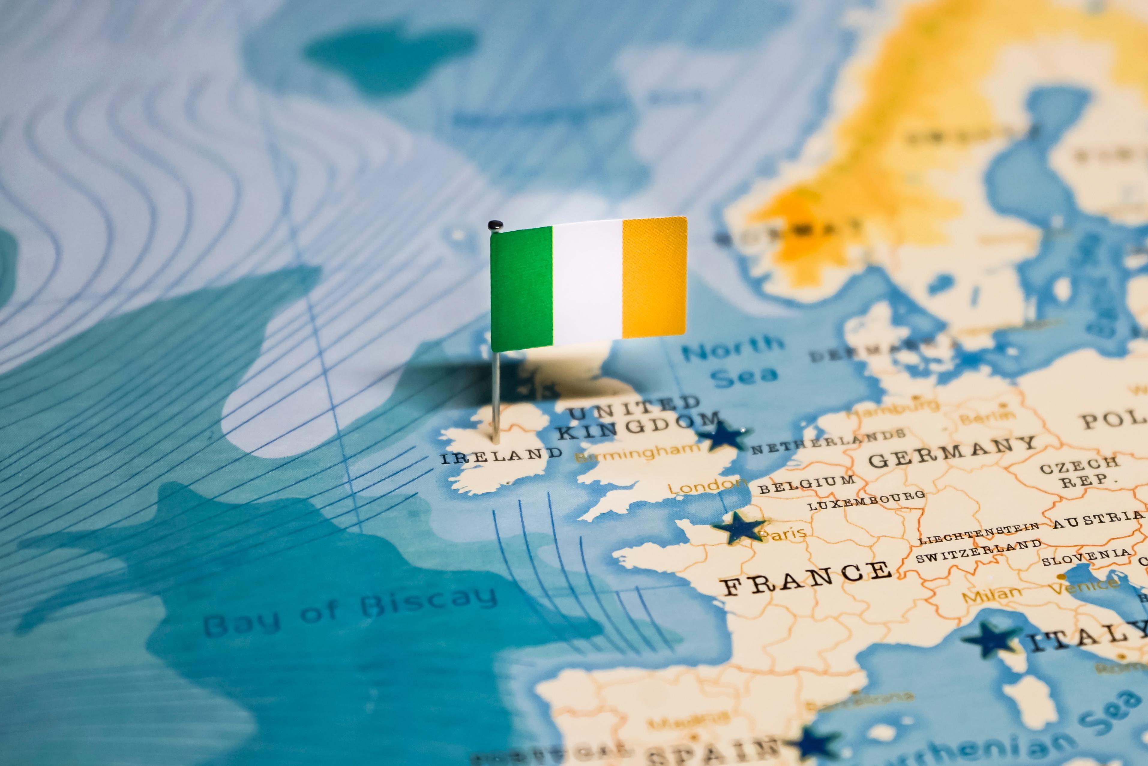 Флаг Ирландии, ВНЖ которой могут получить мигранты из России, Беларуси и Украины