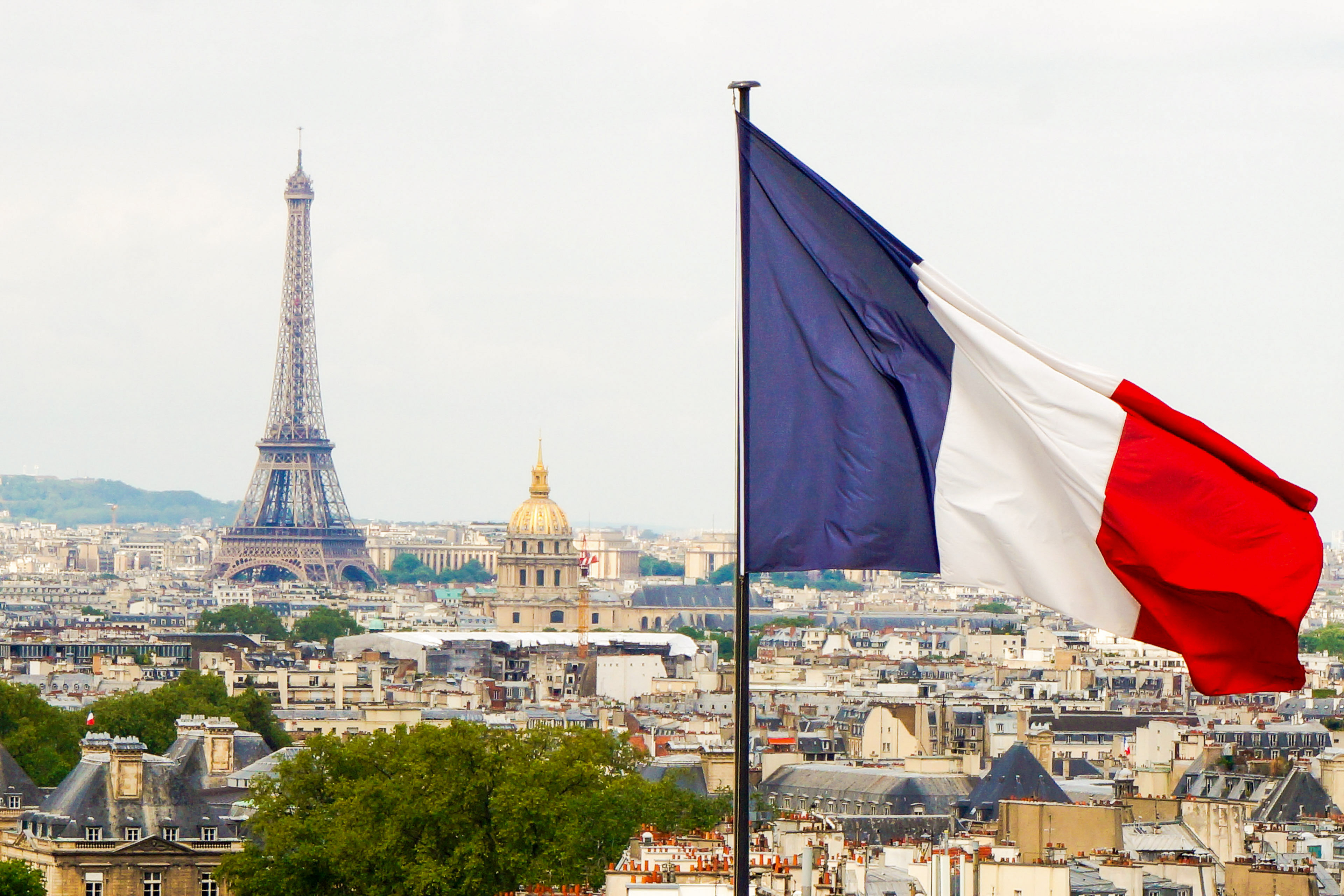 Флаг Франции, ВНЖ которой могут оформить русские, украинцы и белорусы