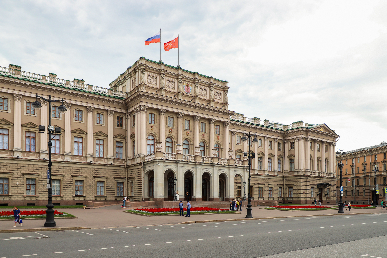 Госструктуры в Санкт-Петербурге, куда можно обратиться за оформлением загранпаспорта
