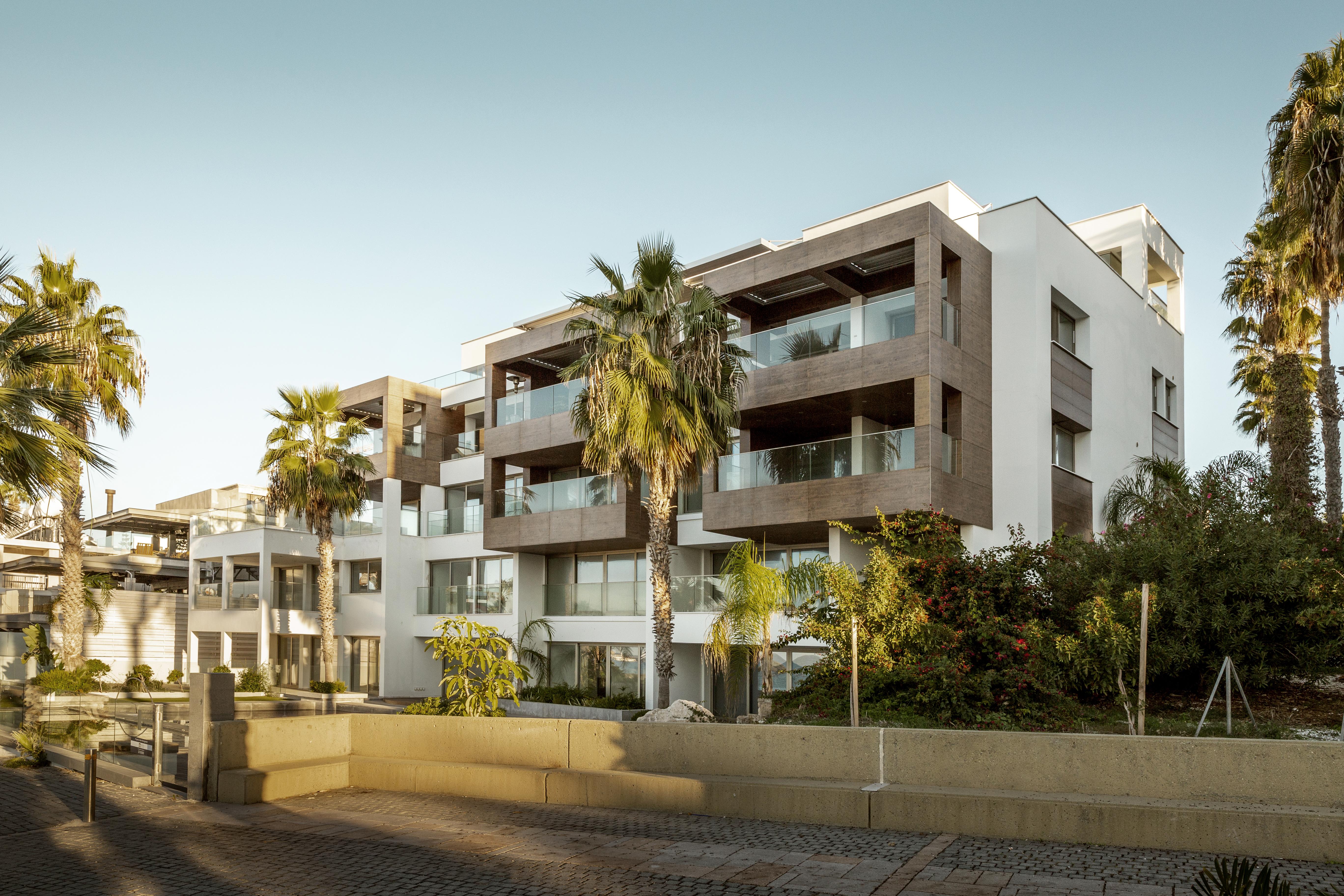 Дома на Кипре, переехать в который можно, купив недвижимость в стране