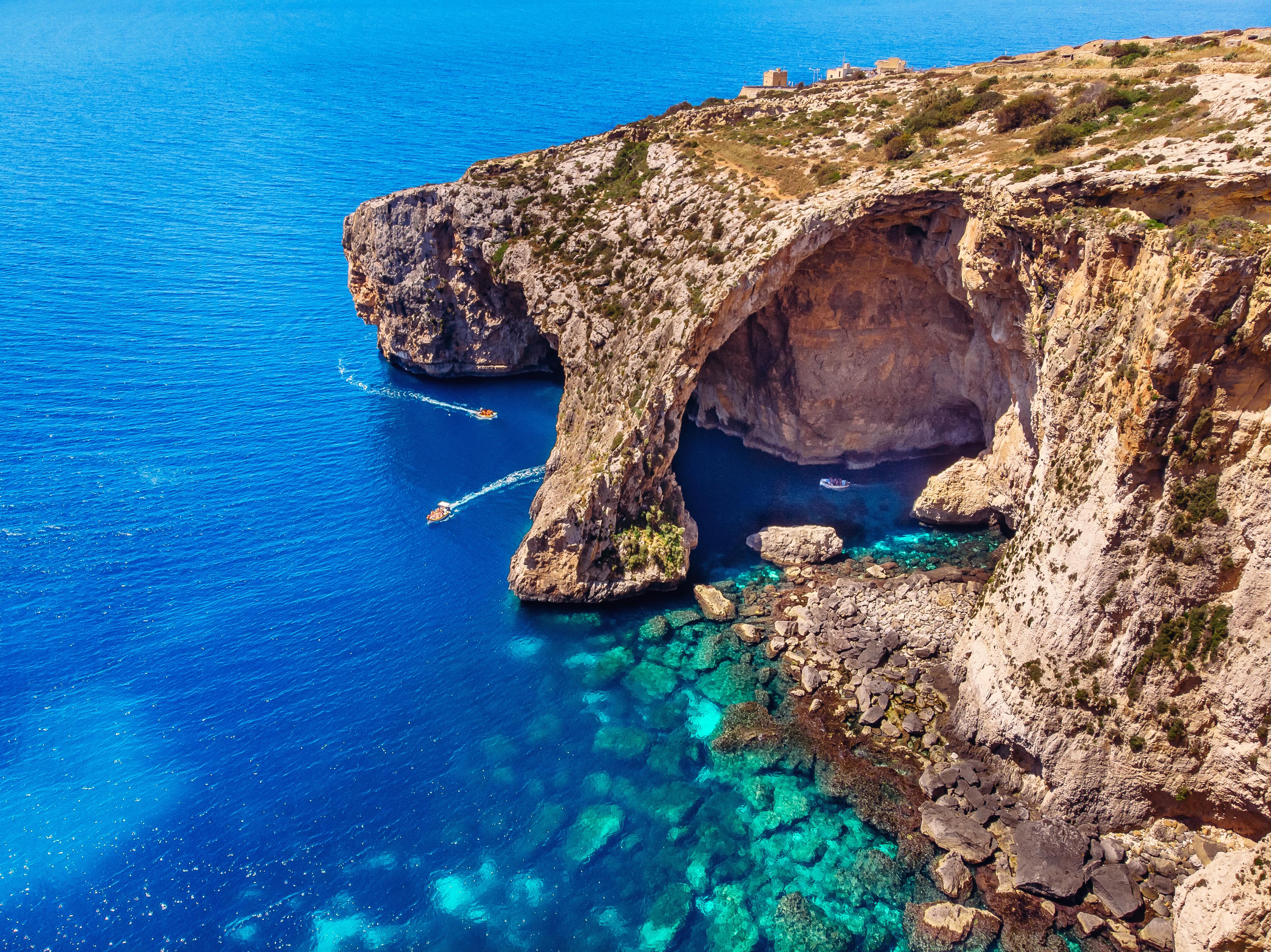 Морское побережье Мальты, куда можно переехать из стран СНГ