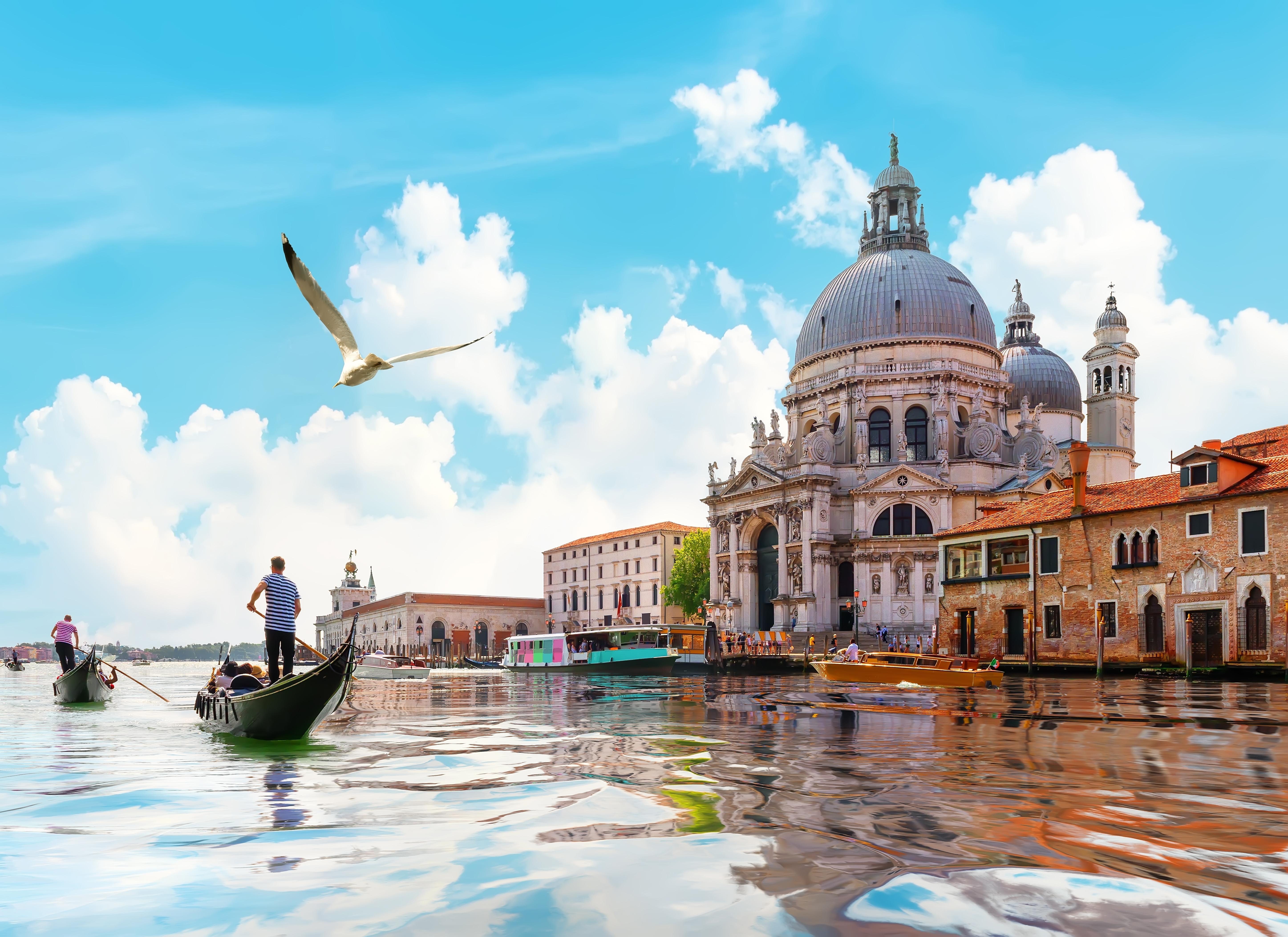 Гранд-канал в Венеции, в Италии, куда можно переехать из стран СНГ