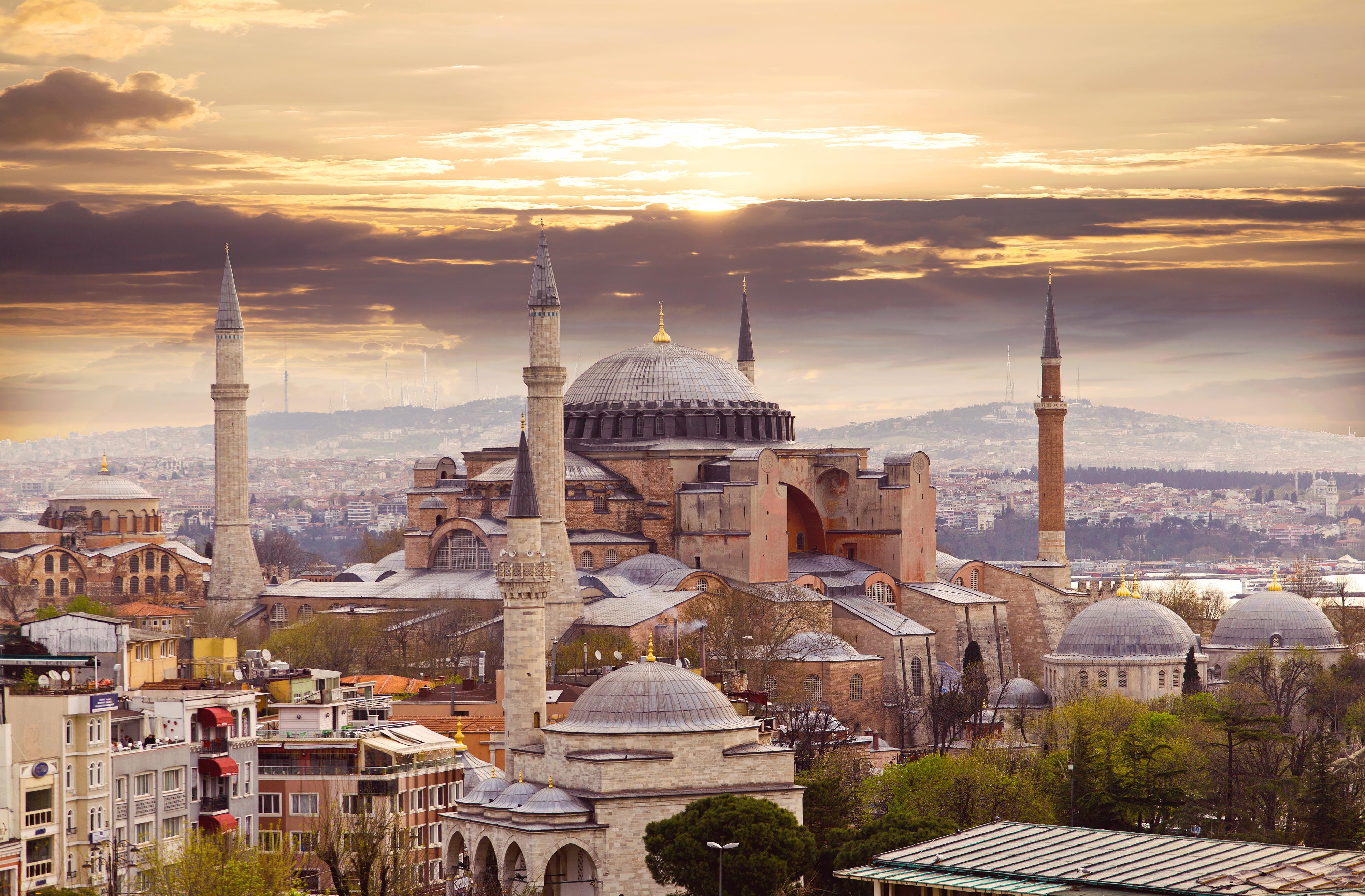 Вид на Стамбул, столицу Турции, ПМЖ которой могут получить россияне, украинцы и белорусы