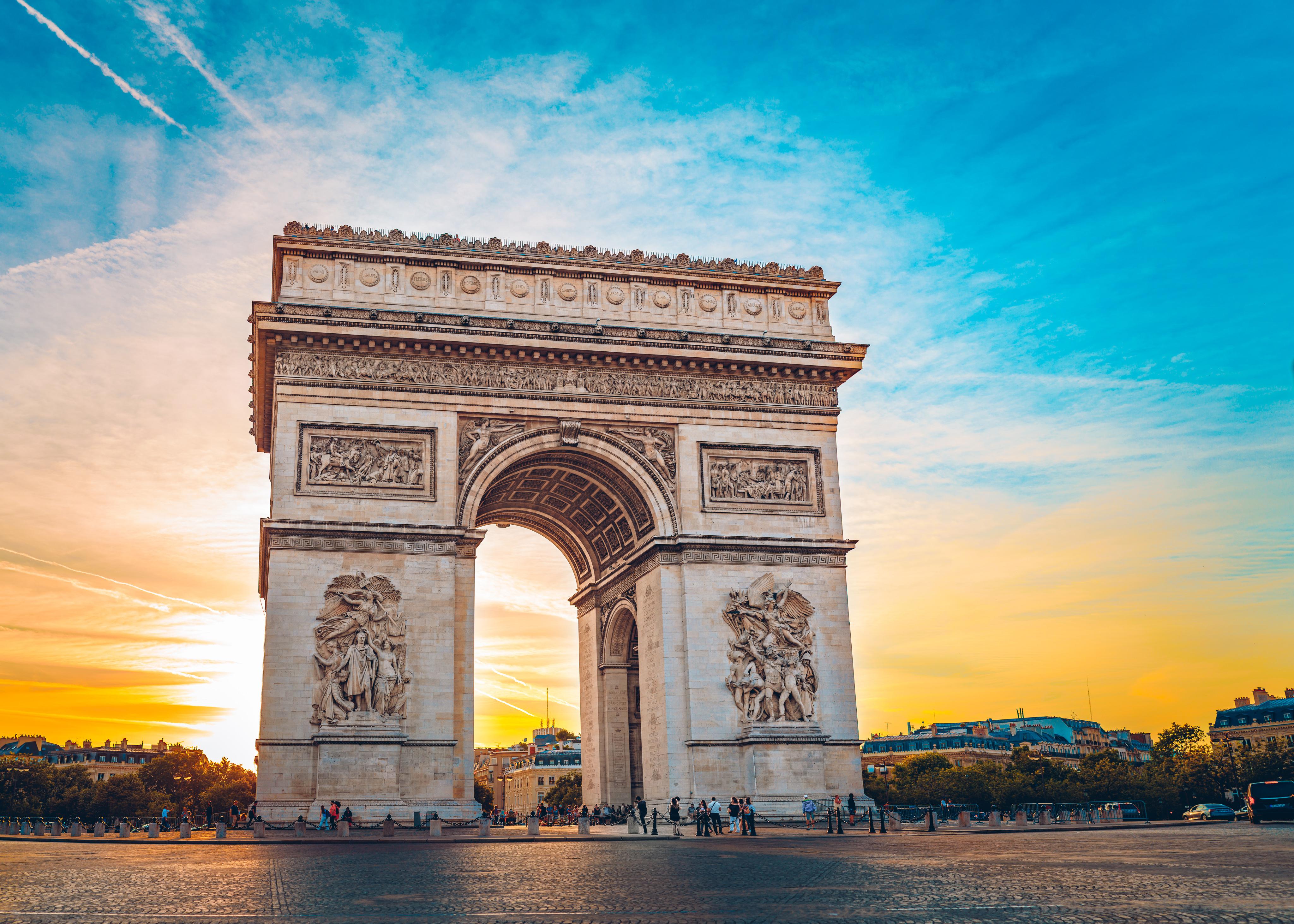 Триумфальная арка во Франции, куда можно переехать из стран СНГ