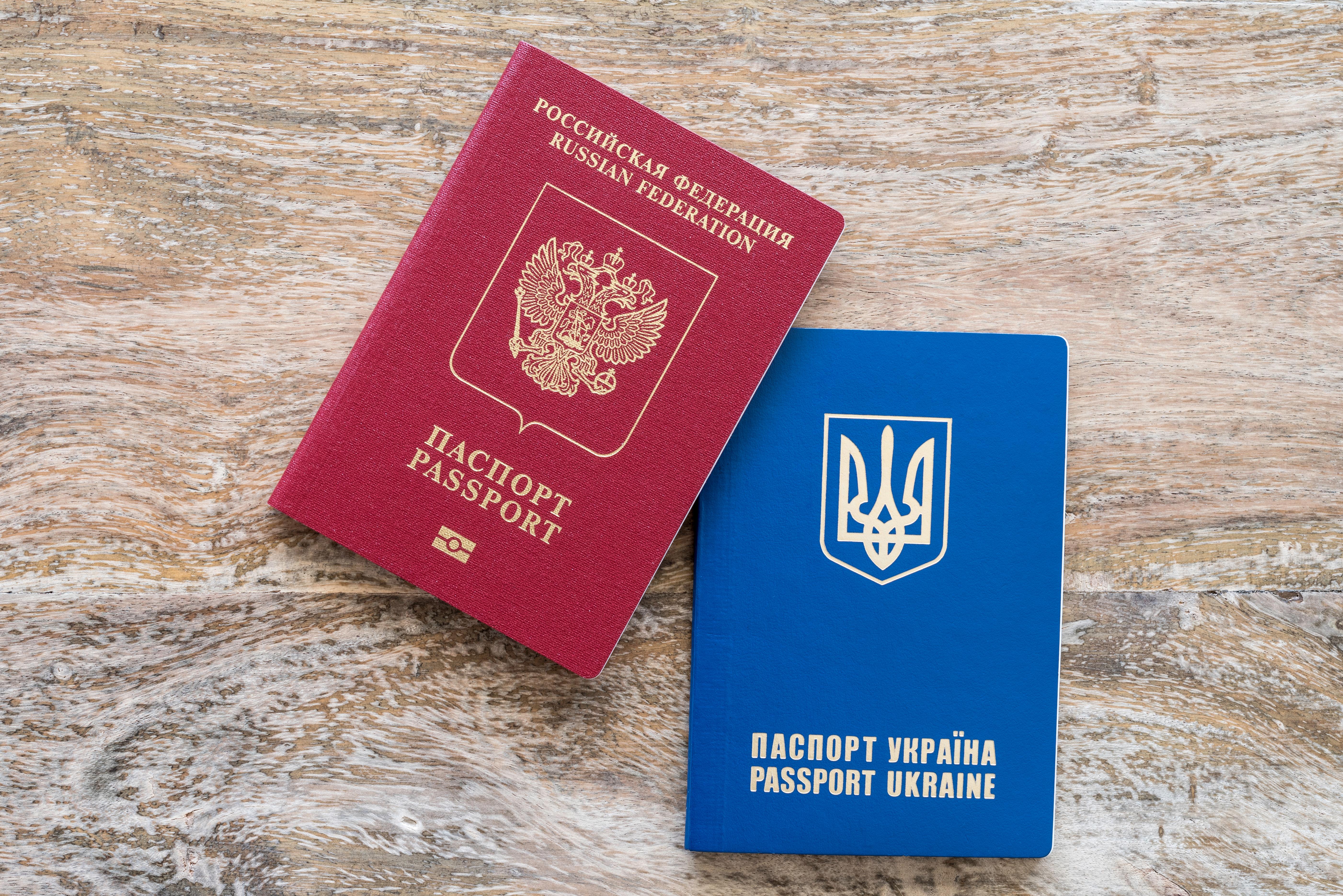 Паспорт Украины и РФ, с которыми можно пересекать границу