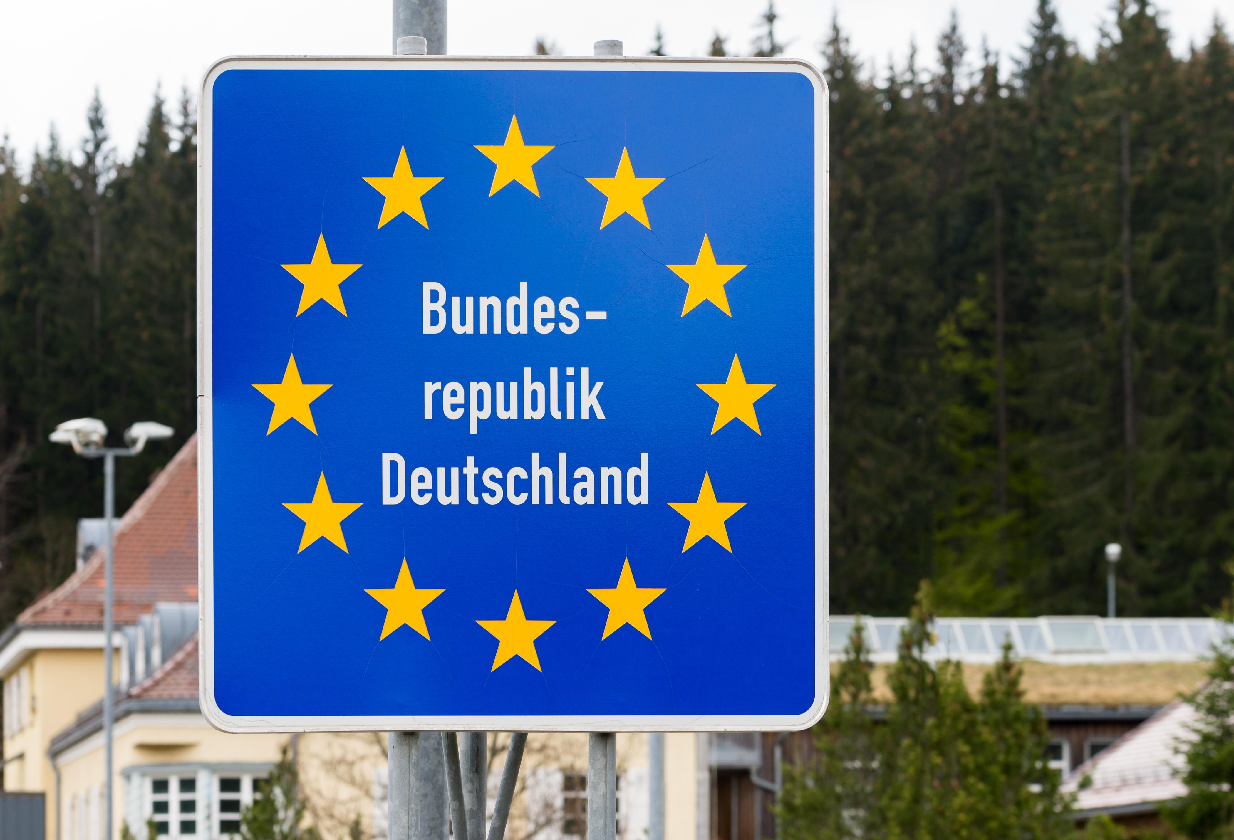 Знак при въезде в Германию, стране, где действует репатриационная программа