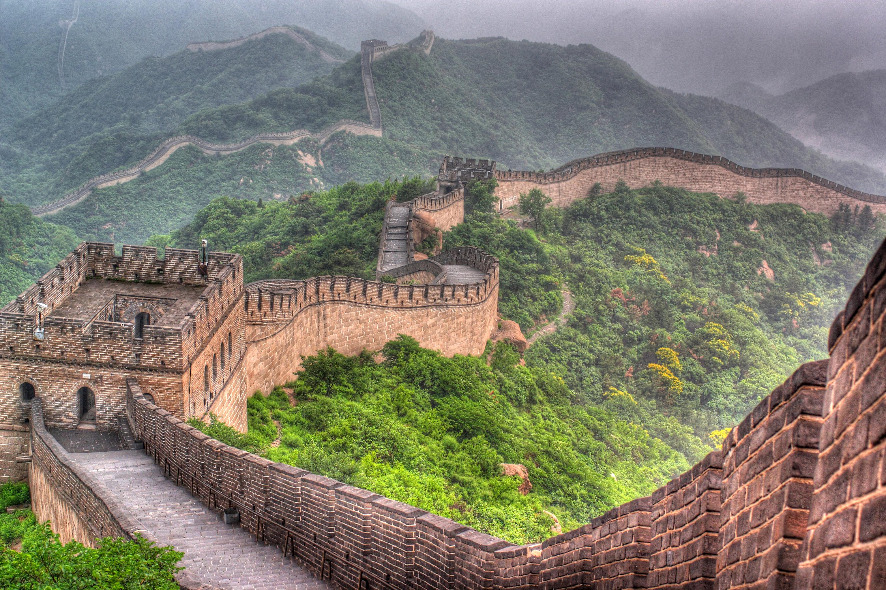 Большая стена в Китае, визу в который могут оформить иностранцы