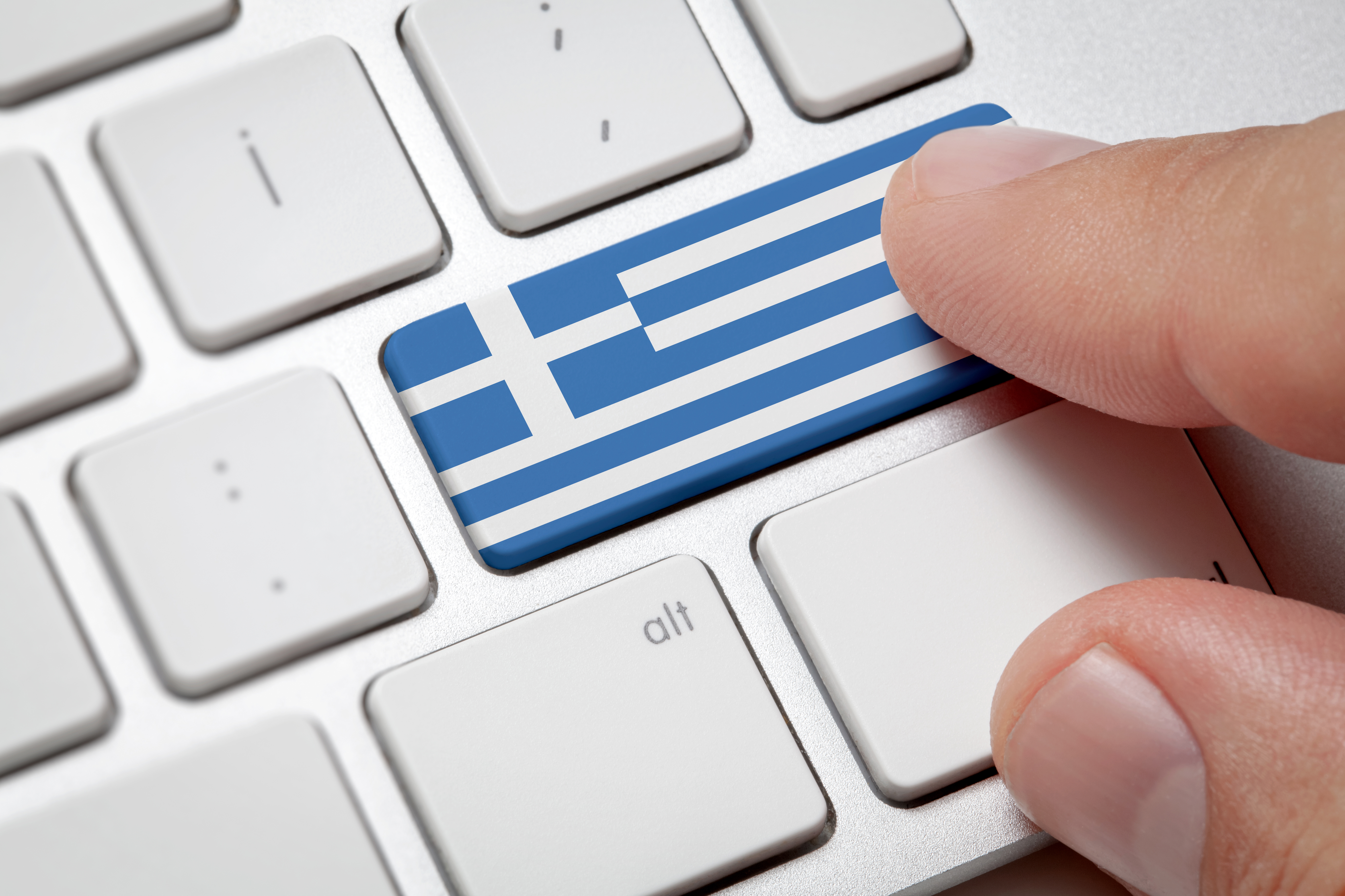 Клавиатура и флаг Греции, работа в которой доступна для русских