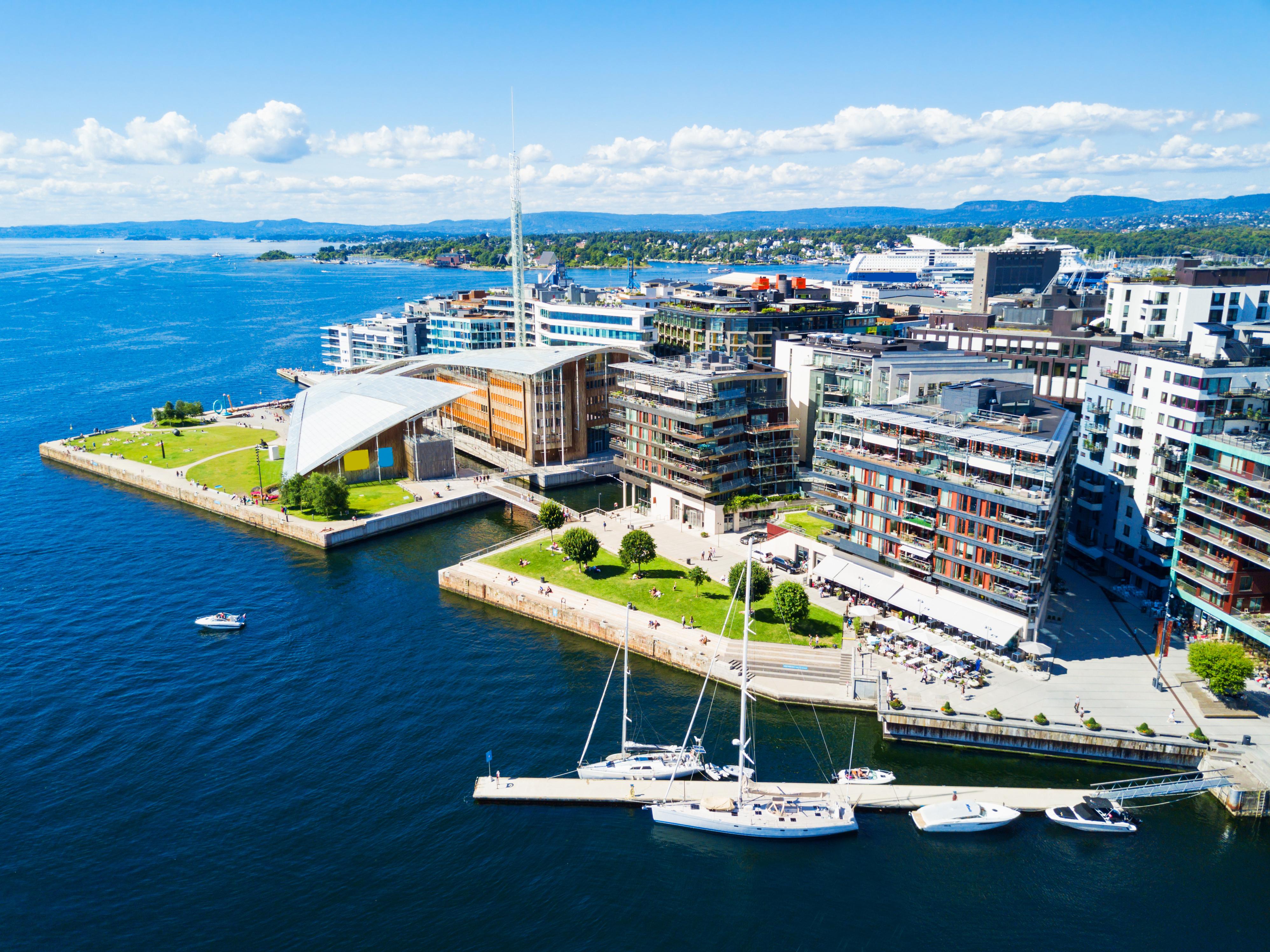 Вид на Осло, столицу Норвегии, где работа доступна для иностранцев