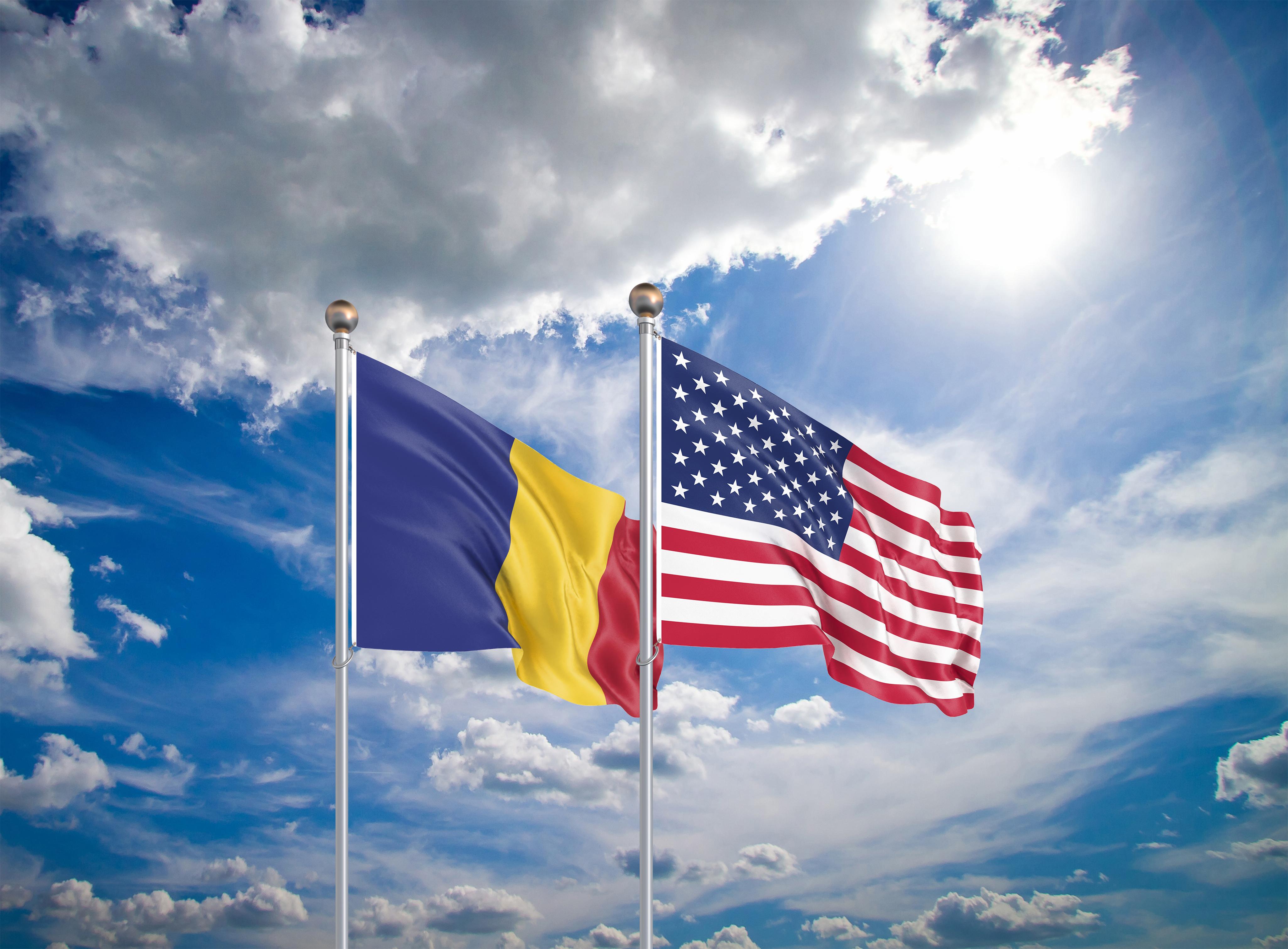 Флаг США и Румынии, которая ожидает безвиз с Америкой к 2024 году