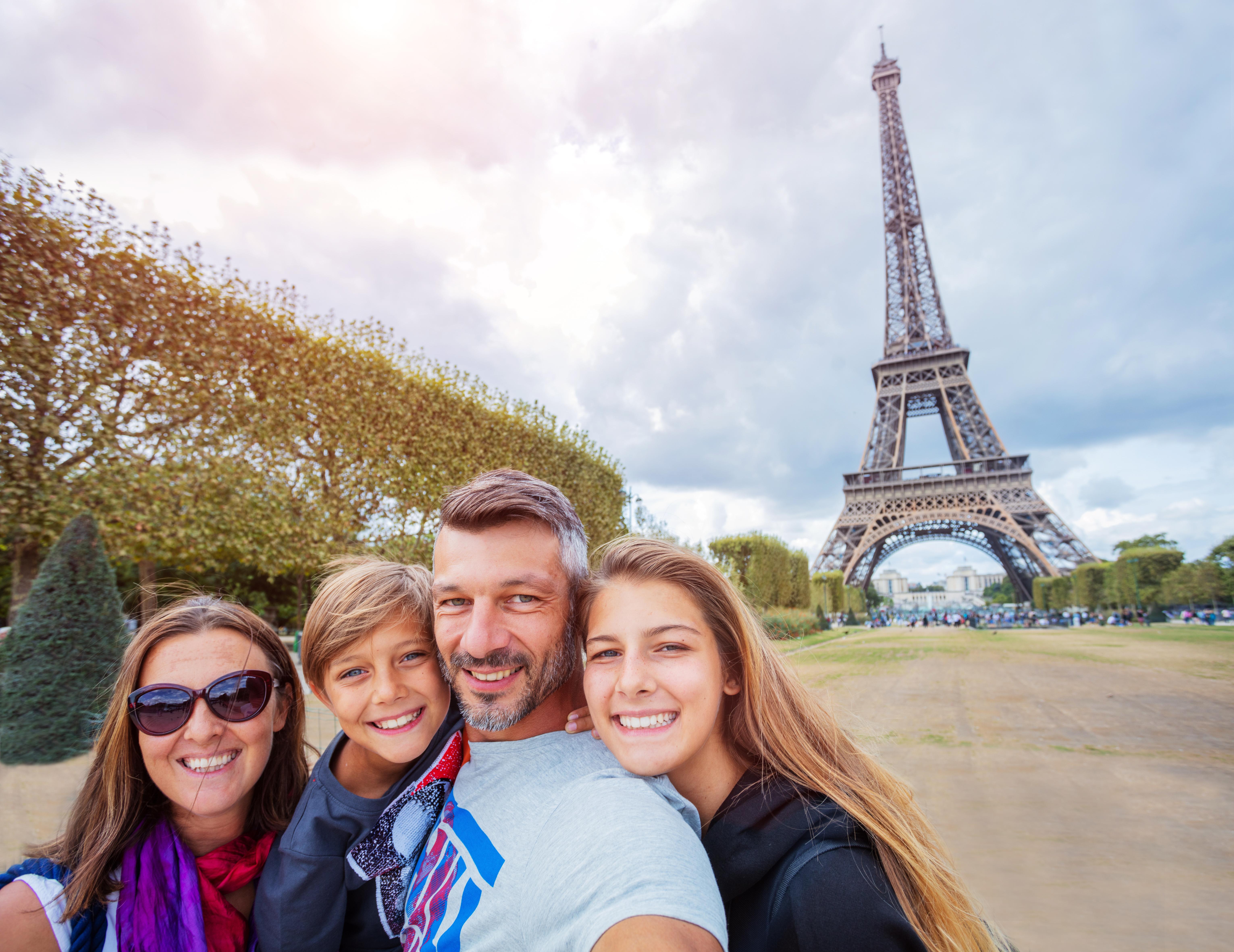 Воссоединение семьи как способ получить ВНЖ и ПМЖ Франции