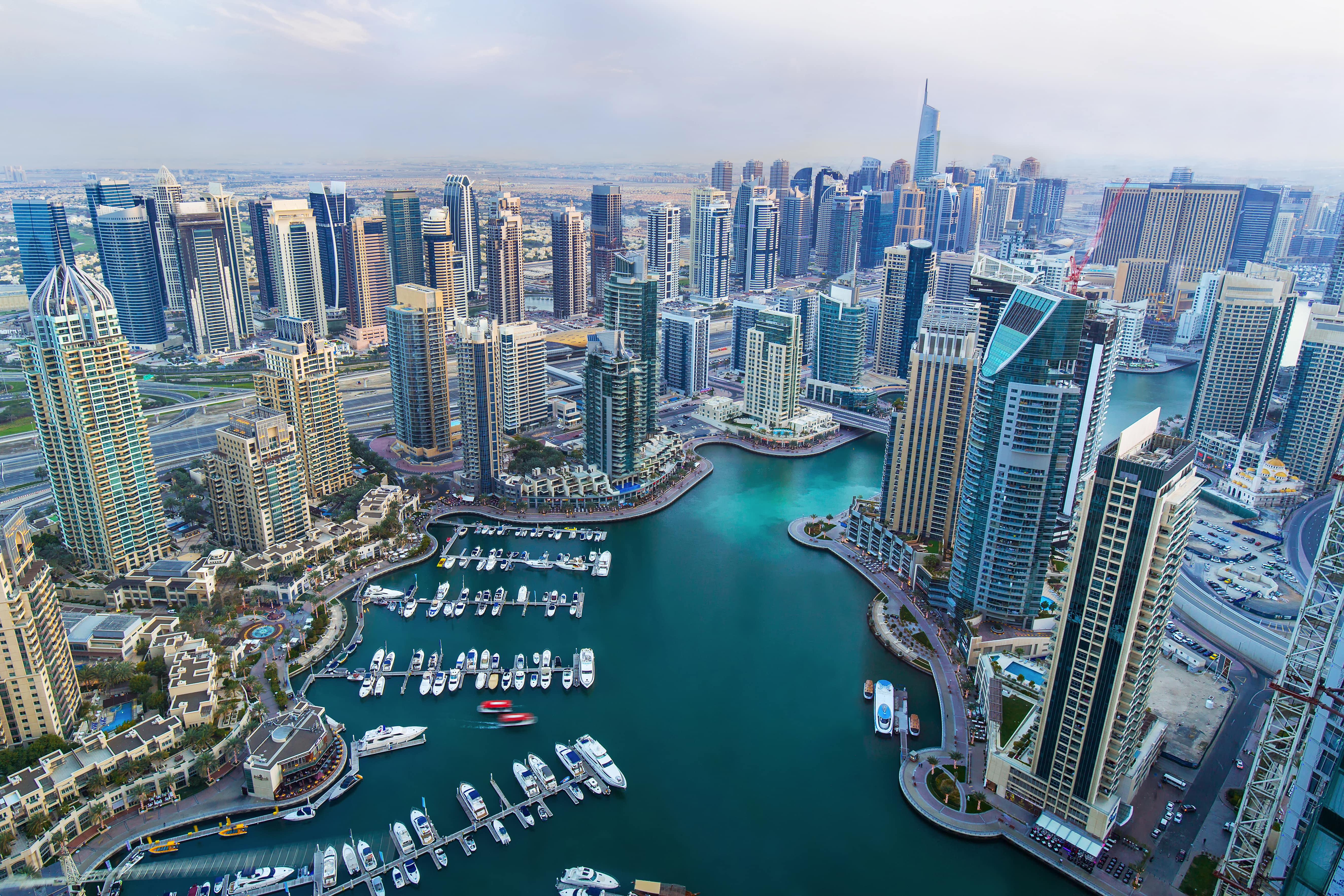 Город Дубай в ОАЭ, где могут устроиться на работу иностранцы