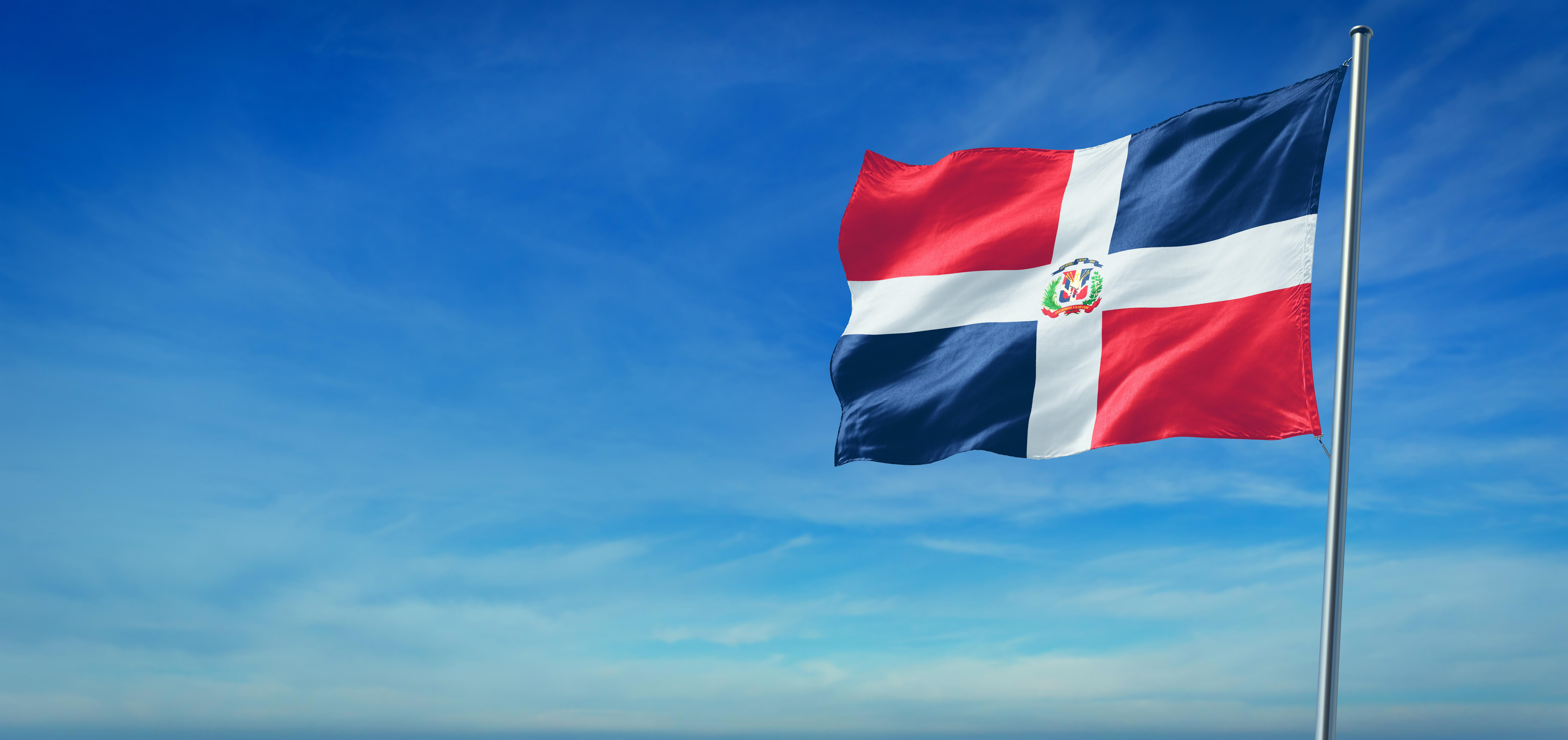 Флаг Доминиканской республики, где могут обучаться россияне