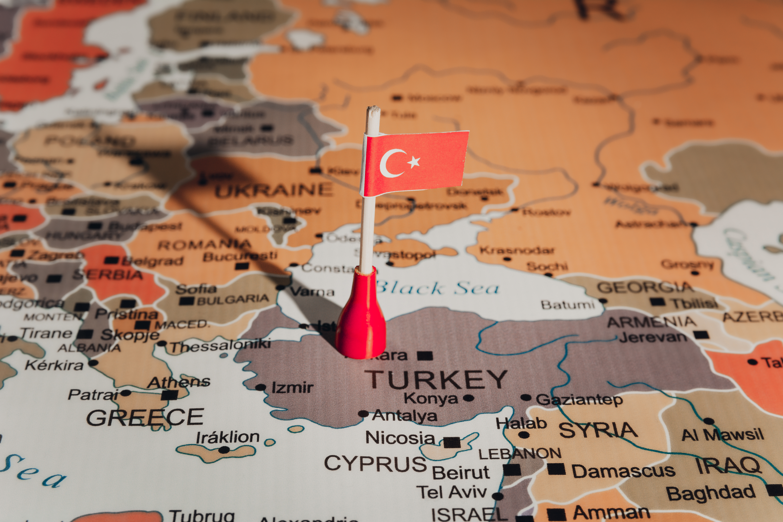 Флаг Турции, ВНЖ которой могут получить мигранты из России, Беларуси и Украины