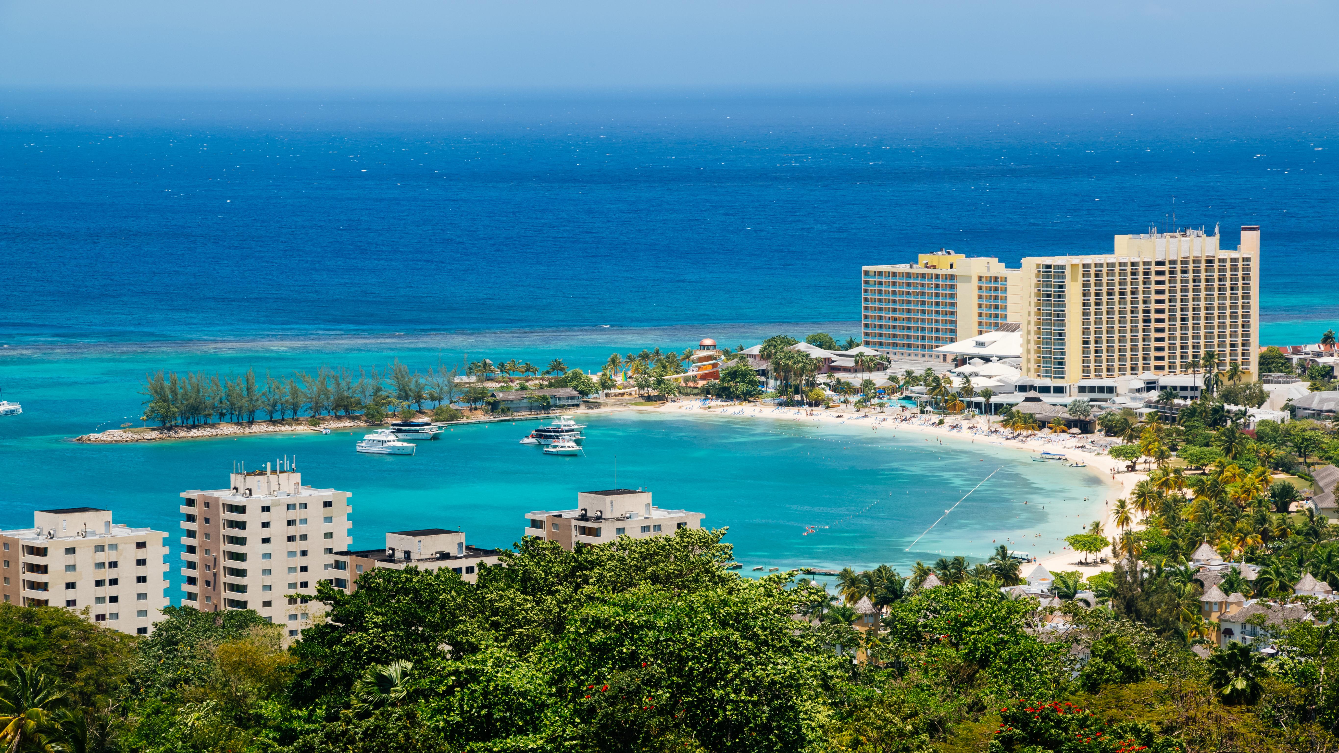 Бухта Очо Риос на Ямайке, визу в которую могут оформить иностранцы