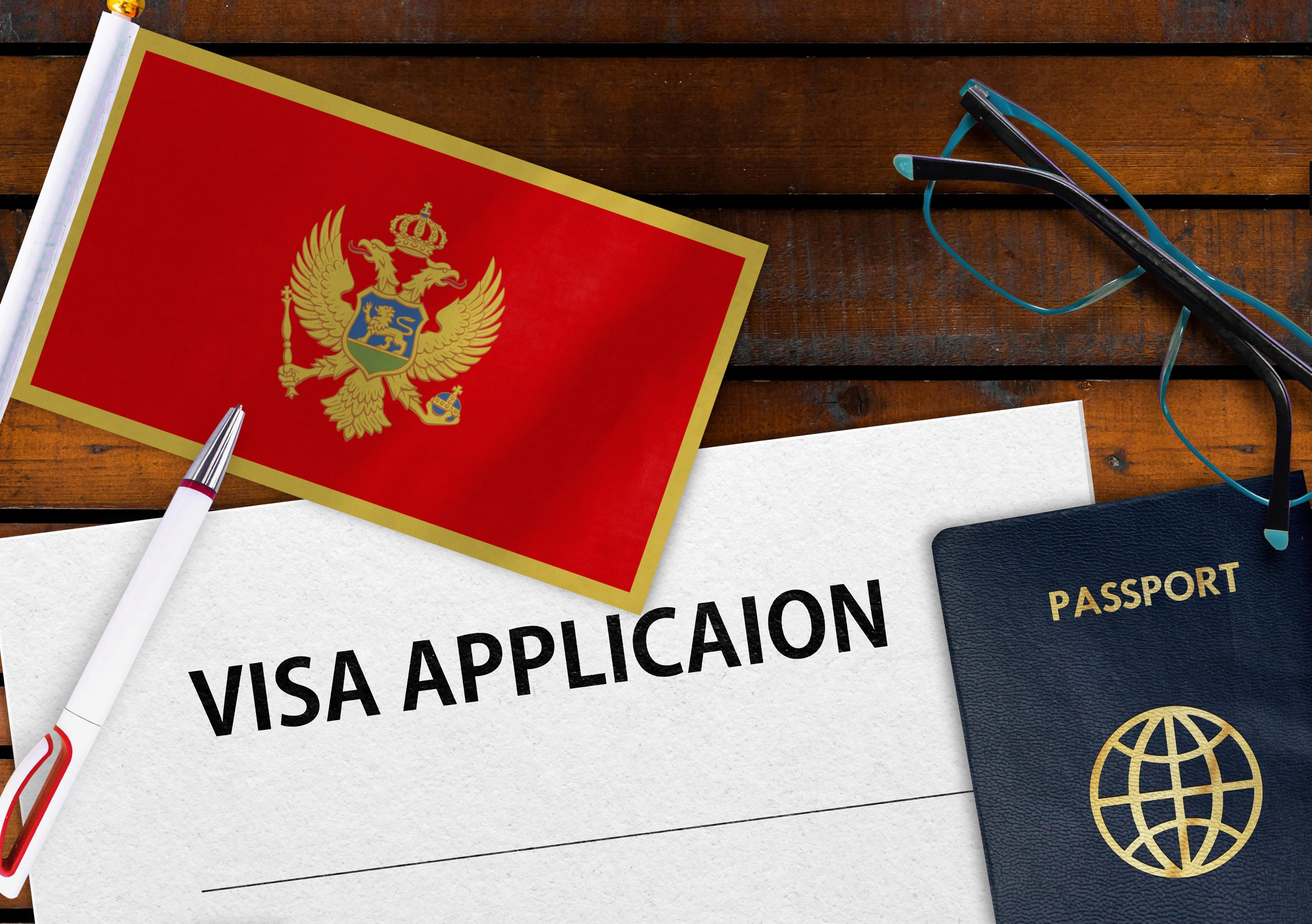 Флаг Черногории, визу в которую могут оформить россияне
