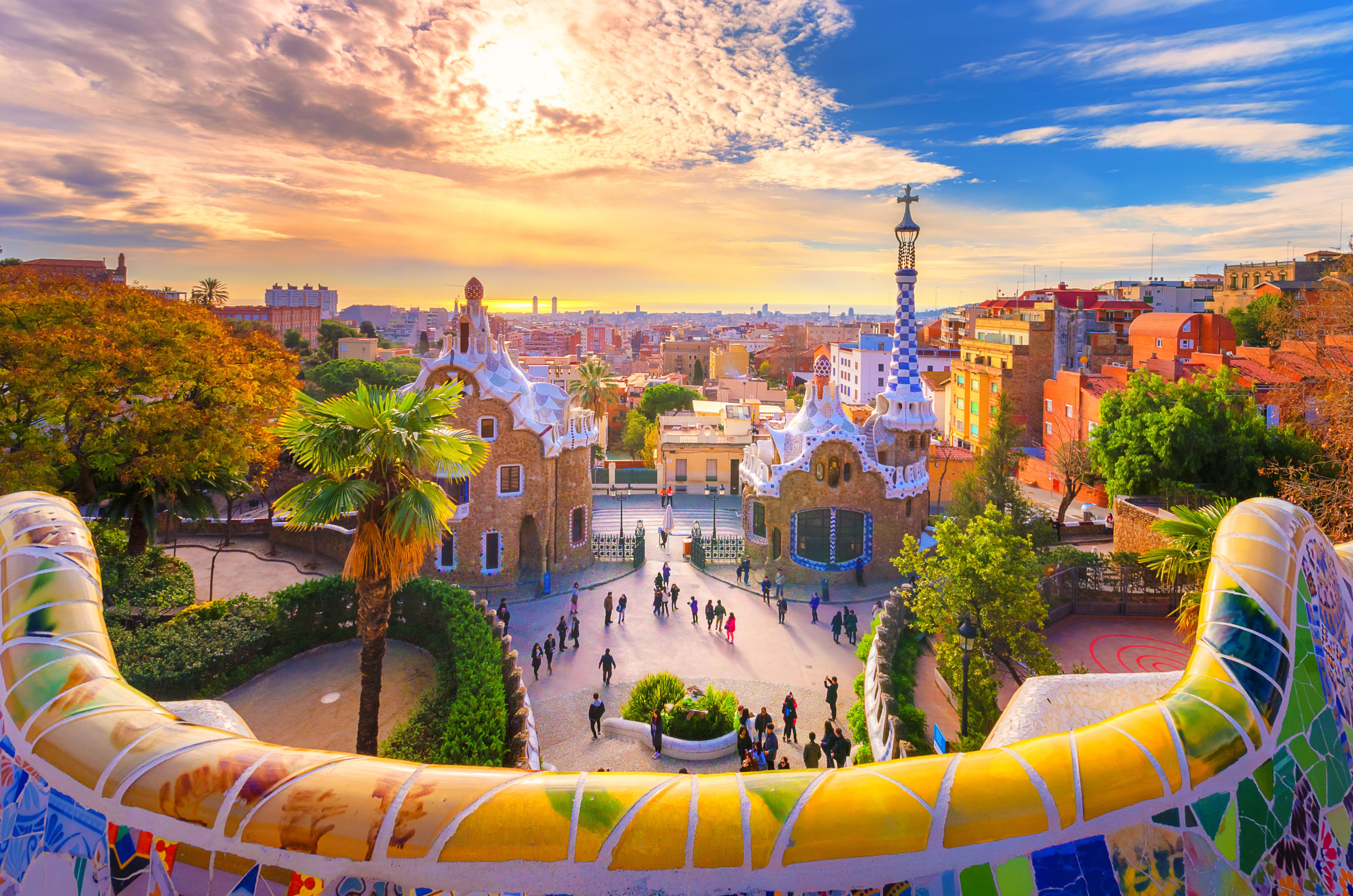 Барселона в Испании, стране, где иностранцы могут получить ВНЖ после инвестиций в недвижимость
